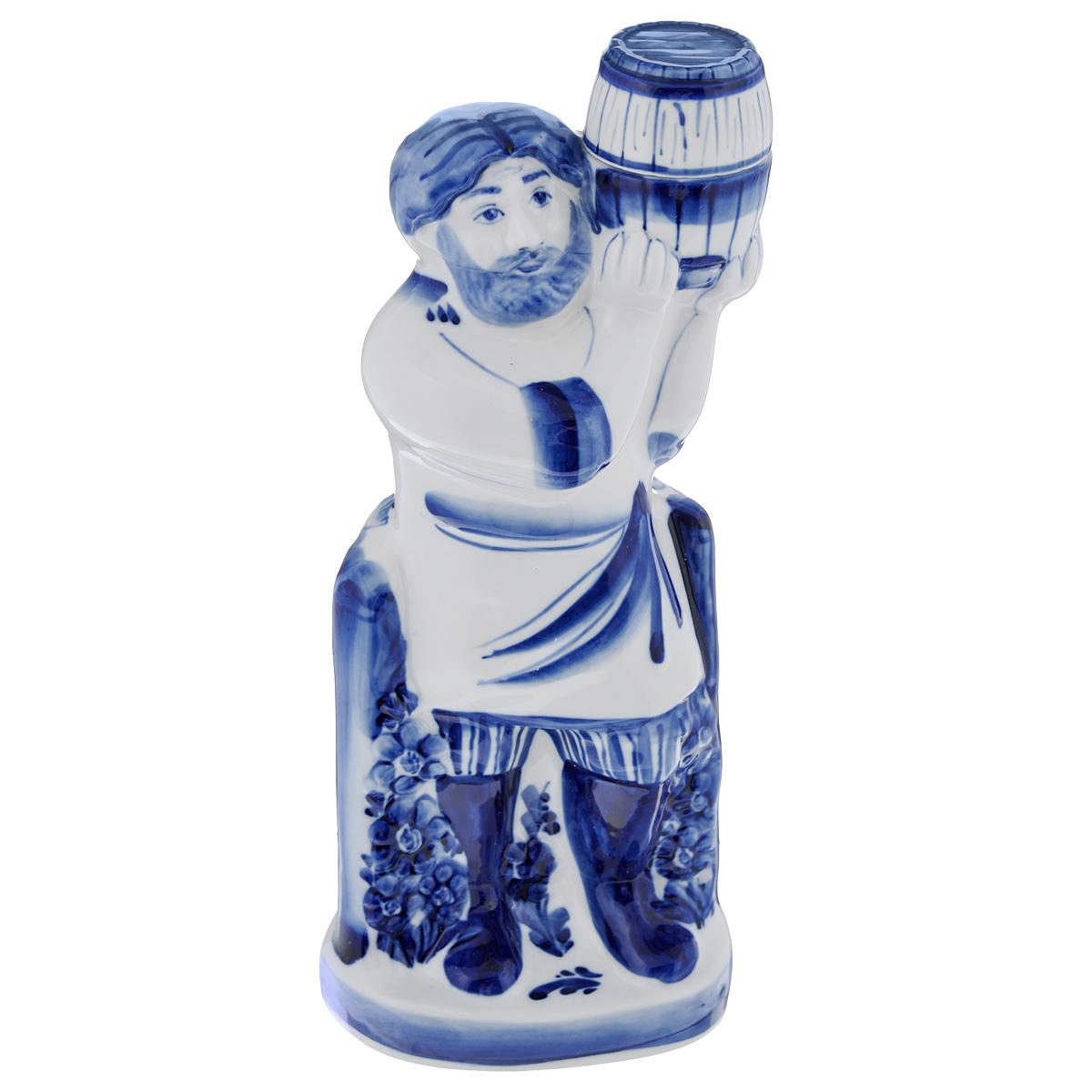 Штоф Пасечник, цвет: белый, синий, 0,8 л993100300Штоф Пасечник изготовлен из фарфора и оформлен оригинальной росписью в технике гжель. Изделие выполнено в виде русского мужичка у калитки и оснащено пробкой. Штоф Пасечник прекрасно оформит интерьер кабинета или гостиной, а также станет прекрасным украшением стола. Высота (с учетом пробки): 29,5 см.