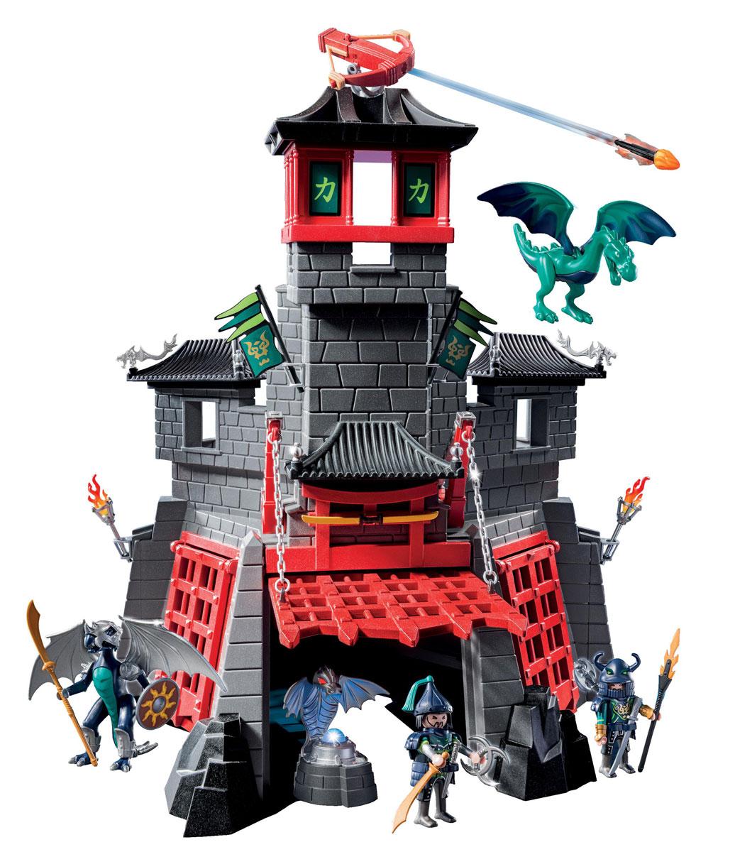 Playmobil Игровой набор Секретный форт Дракона5480pmИгровой набор Playmobil Секретный форт Дракона обязательно понравится вашему ребенку. Он выполнен из безопасного пластика и включает вместительный форт, две фигурки грабителей, большого и маленького драконов, оружие, магиечский кристалл в подставке и другие аксессуары для игры. Голубой магический кристалл похищен и спрятан в секретном форте дракона. Форт защищают два голубых дракона, которые не допустят врага на свою территорию. В секретном форте дракона сидят грабители, которые украли волшебный кристалл. Он надежно спрятан за решеткой в специальной подставке. Добраться туда будет не так-то просто. На крыше форта установлено работающее орудие, которое стреляет огненными зарядами. В замке также есть ловушки. Подъемные ворота можно открыть только вверх с помощью специального рычага. Магический кристалл светится голубым светом. Включенная лампочка в кристалле горит 90 секунд, затем автоматически отключается. Отключить свет также можно вручную. У фигурок подвижные части...