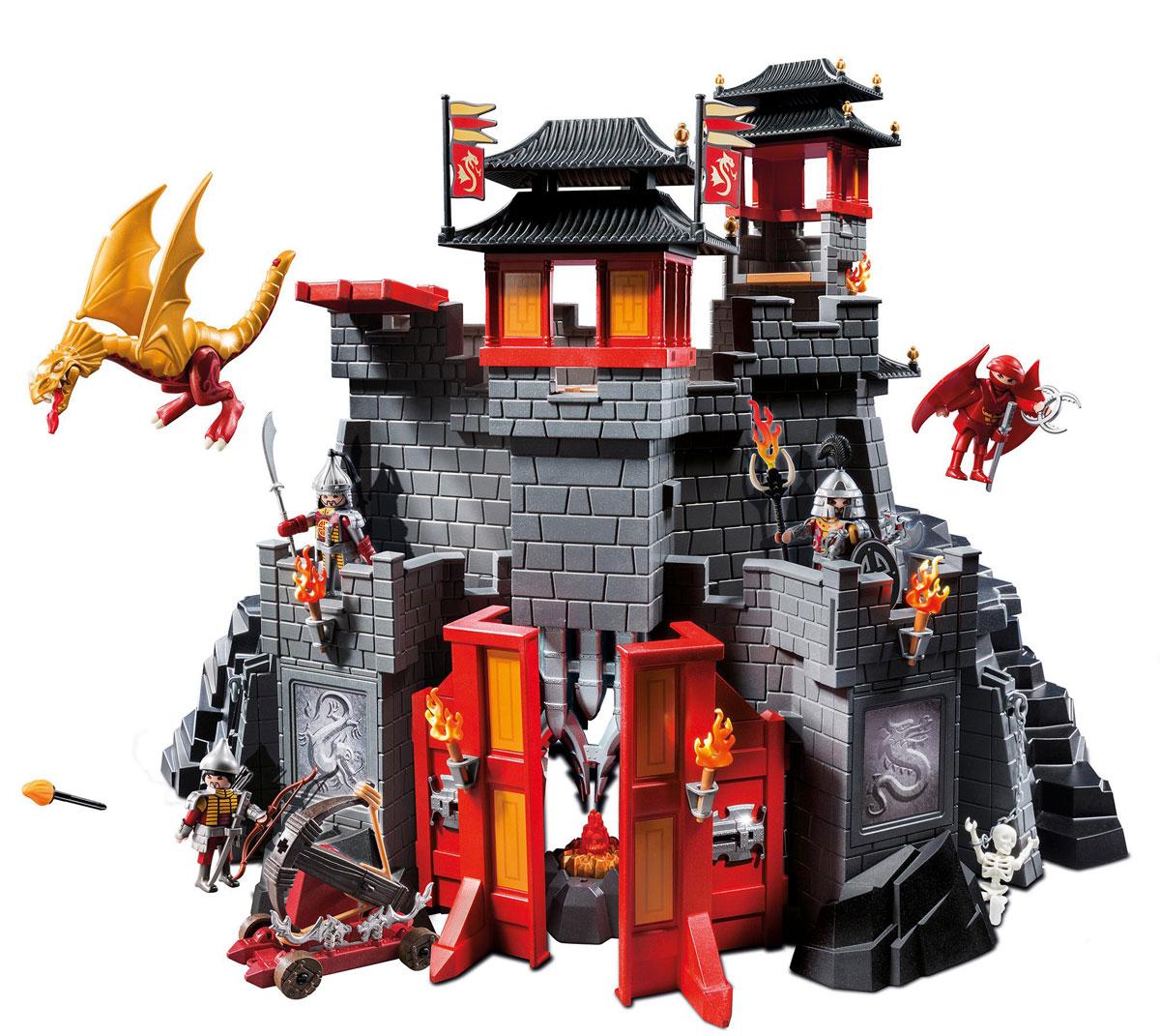 Playmobil Игровой набор Восточный замок с золотым Драконом5479pmИгровой набор Playmobil Восточный замок с золотым Драконом понравится вашему малышу и позволит ему окунуться в удивительный мир приключений. В комплект входят: 3 фигурки воинов, фигурка летающего воина, фигурка скелета, фигурка дракона, замок, а также множество разнообразных аксессуаров и элементов декора, которые сделают игру еще интереснее. Элементы набора выполнены из прочного пластика ярких цветов. Руки и головы фигурок подвижны, а благодаря специальной форме ручек, они могут держать различные небольшие предметы, входящие в набор. Замок оснащен хитроумными ловушками, но функциональная катапульта со снарядами поможет воинам проникнуть внутрь и завладеть сокровищами. Ворота дворца открываются. Кристалл в куче сокровищ оснащен светодиодом и ярко светится, стоит только нажать кнопку. Игры с таким набором позволят ребенку весело провести время, а также помогут развить мелкую моторику пальчиков, внимательность и воображение. Порадуйте своего малыша такой чудесной...