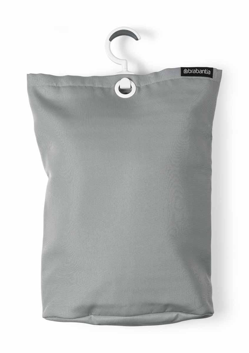 Сумка для белья Brabantia, подвесная, цвет: серый105906Прочная текстильная сумка для белья Brabantia - это отличное приобретение для вашего дома. Порой грязное белье можно найти в самых неожиданных местах. Чтобы этого избежать, просто положите его в сумку и повесьте в каждой комнате - получаем идеальный порядок! Если вы собрались стирать, просто выгрузите белье в стиральную машину, перевернув за специальную петельку, расположенную на дне сумки. Сумка существенно экономит место, ее можно подвесить на ручку двери, бельевую веревку, в шкаф. Изделие имеет большой вращающийся крючок с нескользящей поверхностью, выполненный из пластика. Сумка вместительна - объем до 35 литров.