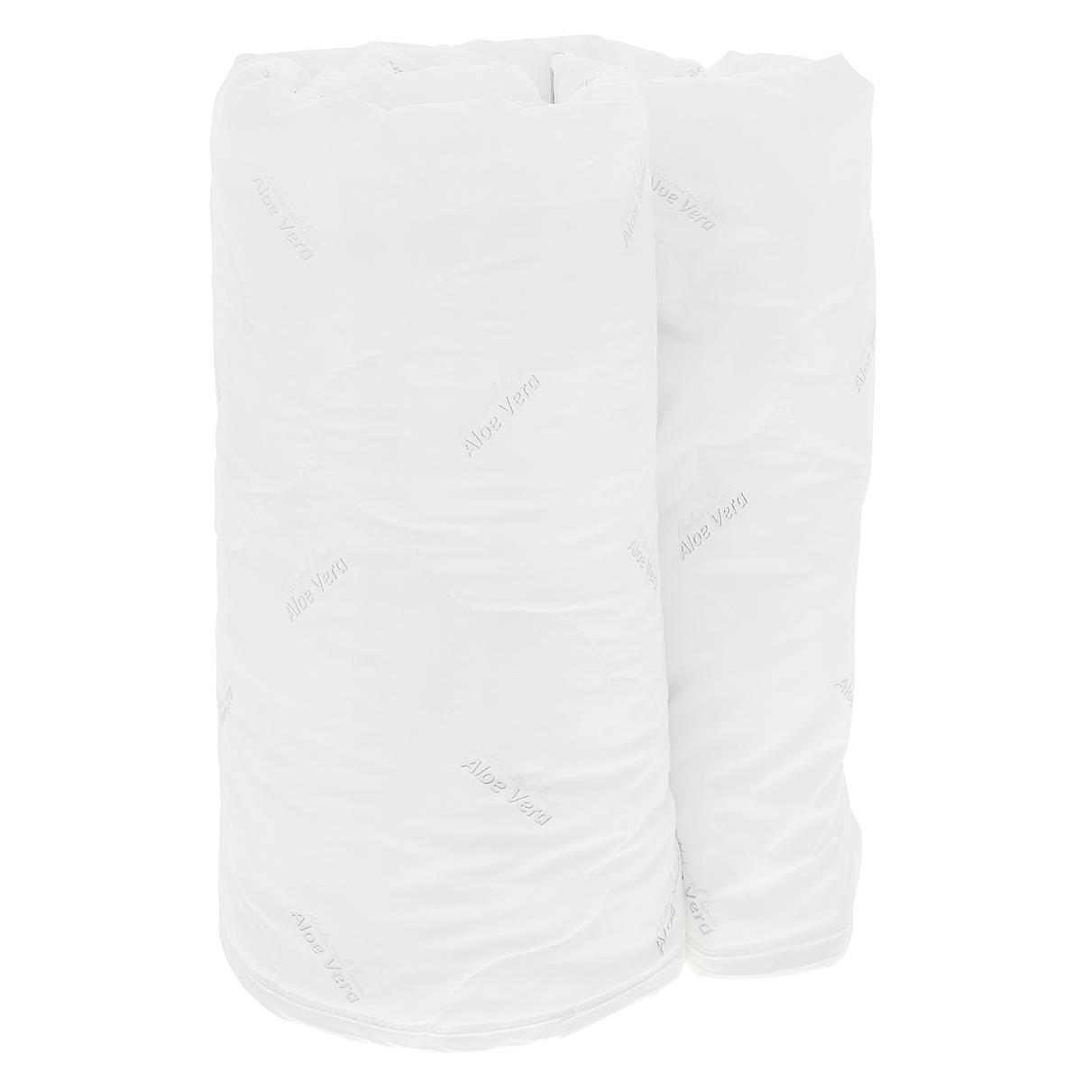 Одеяло Verossa AloeVera, наполнитель: полиэстеровое волокно, 140 см х 205 см158082Легкое одеяло Verossa AloeVera подарит комфортный сон вам и вашей семье. Чехол изготовлен из смесовой ткани с обработкой Aloe Vera, наполнитель - 100% полиэстеровое волокно. Aloe Vera - специальный биологический компонент, стимулирующий защитные силы организма. Алоэ вера обладает общеукрепляющим действием, содержит полезные для красоты и здоровья витамины и минералы. К тому же это прекрасный антиоксидант, способствует обновлению клеток, увлажняет и питает кожу во время сна. Компонент алое вера не пахнет, устойчив к стиркам и не оказывает вредного влияния на человека. Такое одеяло подойдет тем, кто заботится о красоте даже во время сна. Материал чехла: смесовая ткань с обработкой Aloe Vera. Наполнитель: 100% полиэстеровое волокно. Плотность наполнителя: 150 г/м2.