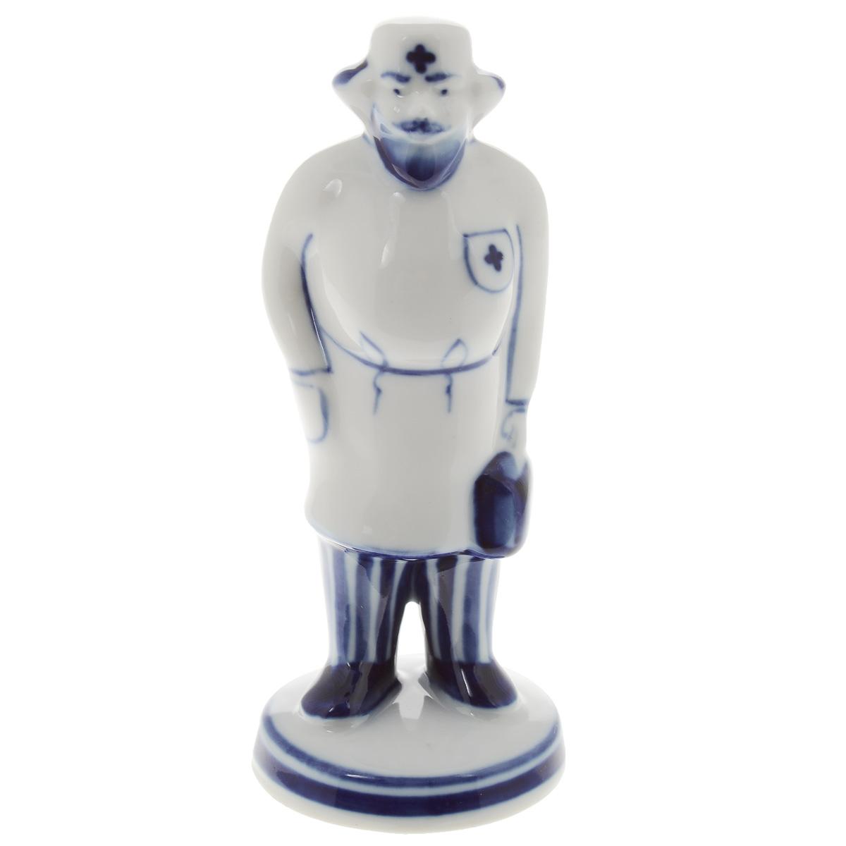 Скульптура Доктор Айболит, цвет: белый, синий, 12,5 см. 993166801993166801Скульптура Доктор Айболит, изготовленная из фарфора, доставит истинное удовольствие ценителям прекрасного. Изделие выполнено в виде доктора Айболита и расписано вручную в стиле гжель. Яркий дизайн, несомненно, придется вам по вкусу. Скульптура Доктор Айболит украсит ваш дом, а также станет замечательным подарком к любому празднику. Размеры скульптуры: 5 см х 5 см х 12,5 см.