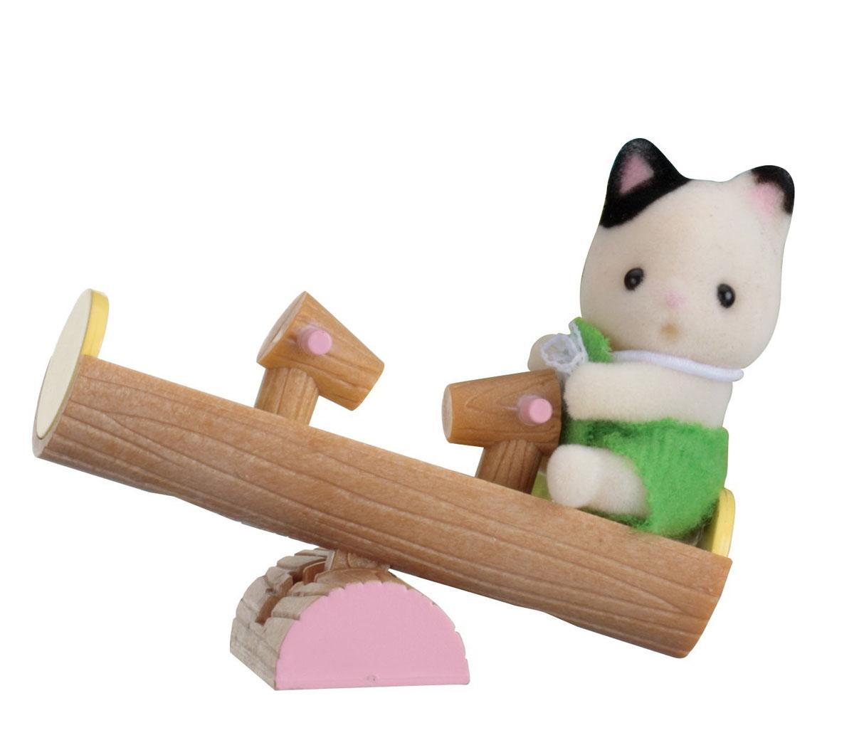 Sylvanian Families Фигурка Малыш котенок на качелях5205Фигурка Sylvanian Families Малыш котенок на качелях - это увлекательная игрушка, которая понравится вашему ребенку. Фигурка может стать частью большой игры с другими элементами серии Sylvanian или другими игрушками. Серия создана для развития творческих способностей и основных социальных направлений развития ребенка. Ребенок может брать игрушку с собой на прогулку или поездку в автомобиле. Такие игрушки отлично развивают мелкую моторику рук, фантазию, логическое и пространственное мышление. Все элементы выполнены с невероятной тщательностью из безопасных материалов. Компания Sylvanian Families была основана в 1985 году, в Японии. Sylvanian Families очень популярна в Европе и Азии и, за долгие годы существования, компания смогла добиться больших успехов. 3 года подряд в Англии бренд Sylvanian Families был признан Игрушкой Года. Сегодня у героев Sylvanian Families есть собственное шоу, полнометражный мультфильм и сеть ресторанов, работающая...