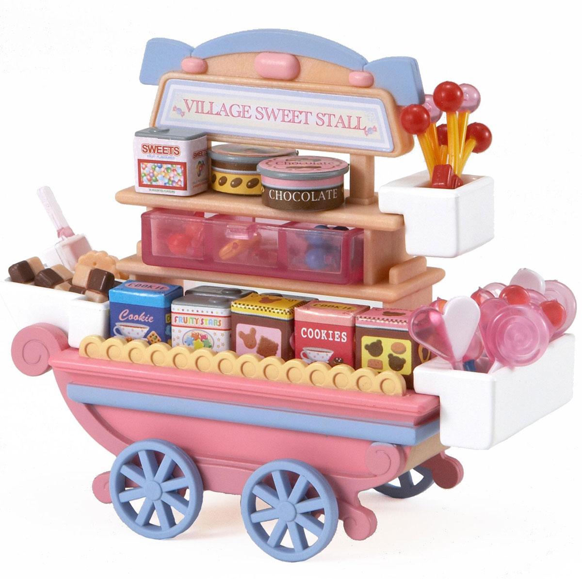 Sylvanian Families Игровой набор Тележка со сладостями2812Игровой набор Sylvanian Families Тележка со сладостями привлечет внимание вашей малышки и не позволит ей скучать. Набор включает в себя передвижную тележку на вращающихся колесах, сладости на любой вкус: печенье, леденцы, конфеты, мармелад, а также много разноцветных коробочек с надписями. Ваша малышка будет часами играть с набором, придумывая различные истории. Sylvanian Families - это целый мир маленьких жителей, объединенных общей легендой. Жители страны Sylvanian Families - это кролики, белки, медведи, лисы и многие другие. У каждого из них есть дом, в котором есть все необходимое для счастливой жизни. В городе, где живут герои, есть школа, больница, рынок, пекарня, детский сад и множество других полезных объектов. Жители этой страны живут семьями, в каждой из которой есть дети. В домах Sylvanian Families царит уют и гармония. Домашние животные радуют хозяев. Здесь продумана каждая мелочь, от одежды до мебели и аксессуаров. Характеристики:...