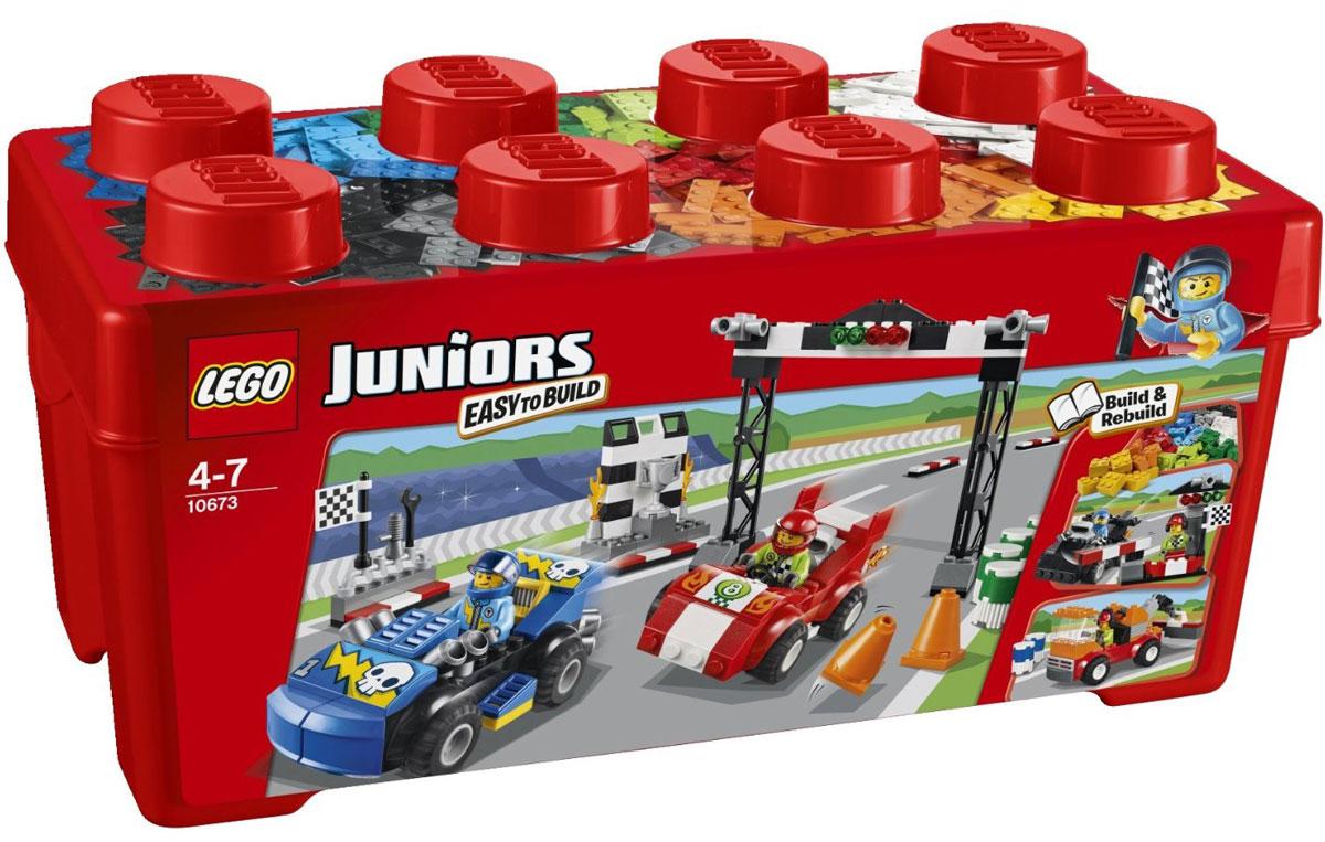 LEGO Juniors Конструктор Ралли на гоночных автомобилях 1067310673Стартует самая захватывающая автогонка года! Постройте красный и синий гоночные автомобили и дорожные препятствия, подготовьте линию финиша и старта и сделайте все, чтобы выиграть гонку и получить кубок! В этом наборе для начинающих имеется все, что нужно ребенку для блестящих успехов в строительстве с LEGO. Набор также может быть прекрасным подарком. Соберите из набора оранжевый эвакуатор или суперскоростную черную гоночную машину и линию финиша. В наборе 350 элементов для сборки конструктора, а также 2 минифигурки автогонщиков. Конструктор - это один из самых увлекательнейших и веселых способов времяпрепровождения. Ребенок сможет часами играть с конструктором, придумывая различные ситуации и истории.