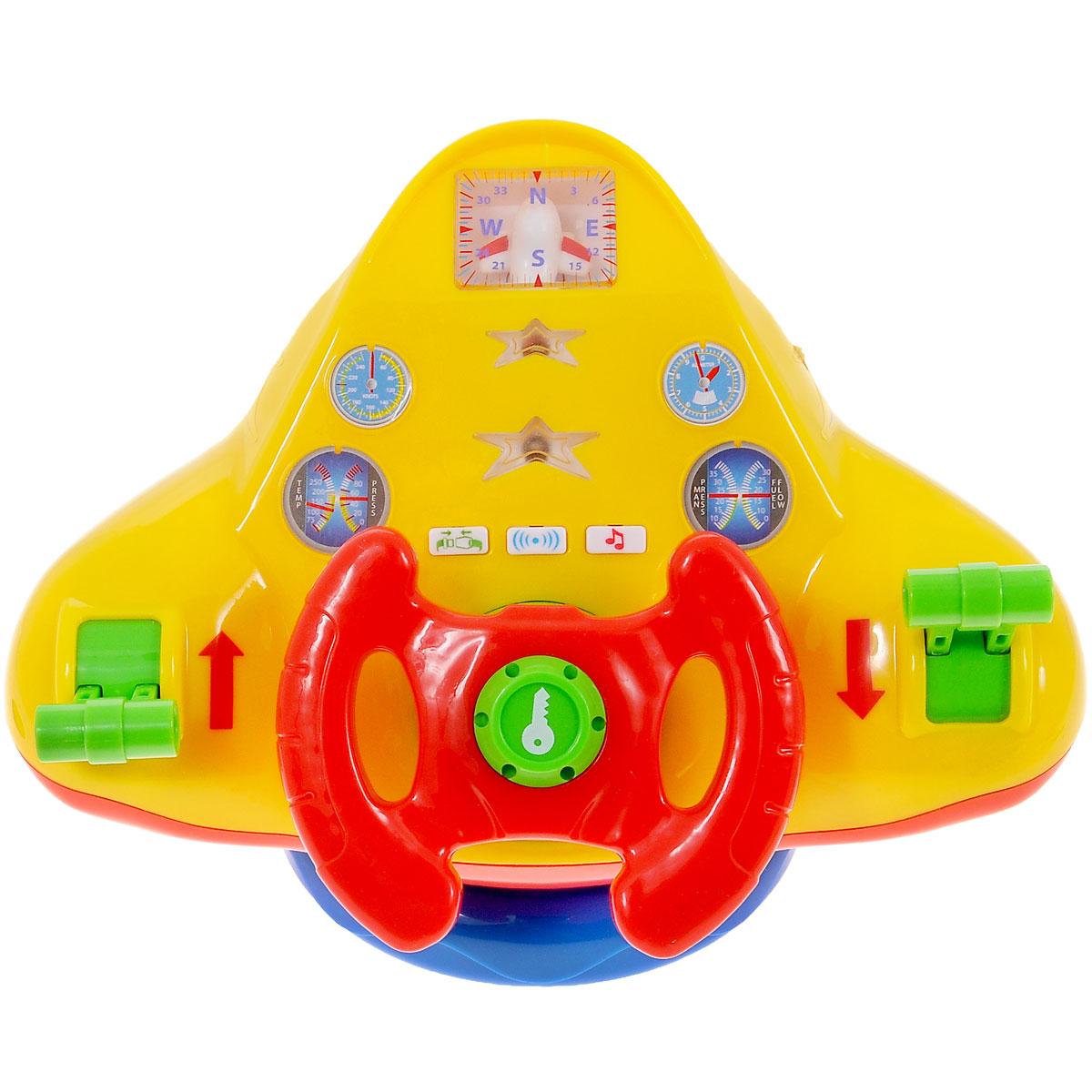 Kiddieland Развивающая игрушка Штурвал самолетаKID 047605Теперь малыши смогут летать не только во сне, но и наяву. Держась ручками за яркий штурвал, изготовленный из пластмассы, ребятишки поднимут стального гиганта вверх, держа курс на горизонт. Внимательно следя глазками за показателями всевозможных приборов, сверяя свое направление с компасом, изредка дергая различные рычажки, станут парить в воздухе на крыльях своей фантазии. Развивающая игрушка Kiddieland Штурвал самолета не оставит равнодушным ни одного мальчишку. Родители могут приять участие в этом безобидном развлечении, разыгрывая роль пассажиров. Помимо обилия красивых кнопочек и рычажков, игрушка привлекает и наличием интересных звуковых и световых эффектов. . Игрушка способствует развитию, мелкой моторики, цветовосприятия, воображения и творческого мышления. Рекомендуемый возраст: от 18 месяцев. Питание: 2 батарейки типа АА (входят в комплект).