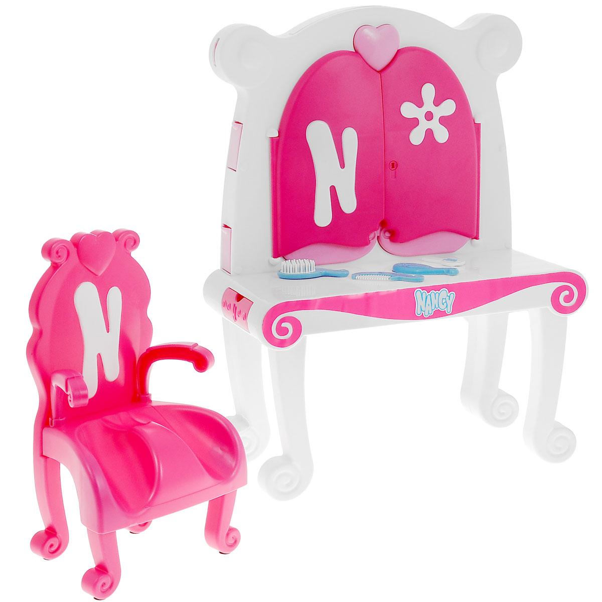 Famosa Мебель для кукол Туалетный столик Нэнси700008210Туалетный столик Famosa Нэнси, выполненный из качественного пластика, непременно порадует маленькую красавицу. В набор входит туалетный столик с зеркалом, стульчик и аксессуары для куклы Нэнси в виде двух расчесок, небольшого зеркальца и ключика. Туалетный столик оборудован всем необходимым для куколки: множество шкафчиков, зеркало, которое можно открывать и закрывать на ключик. Благодаря играм, в которых ребенок придумывает различные сюжеты, развивается воображение и творческие способности. Игровой набор станет отличным подарком для юной модницы.