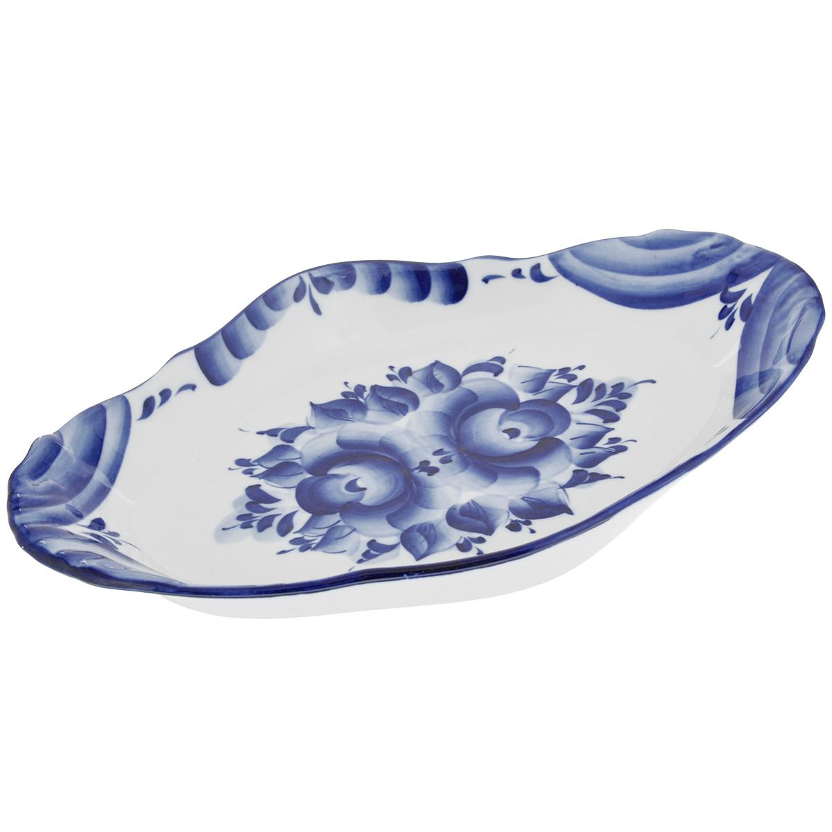 Блюдо Большое, цвет: белый, синий, 30,5 х 18 см 993011201993011201Блюдо Большое, изготовленное из фарфора, доставит истинное удовольствие ценителям прекрасного. Блюдо выполнено в стиле гжель и расписано вручную. Яркий дизайн, несомненно, придется вам по вкусу. Блюдо Большое украсит ваш кухонный стол, а также станет замечательным подарком к любому празднику. Не применять абразивные чистящие средства. Не использовать в микроволновой печи. Мыть с применением нейтральных моющих средств. Не рекомендуется использовать в посудомоечных машинах. Размеры блюда: 30,5 см х 18 см х 3 см.