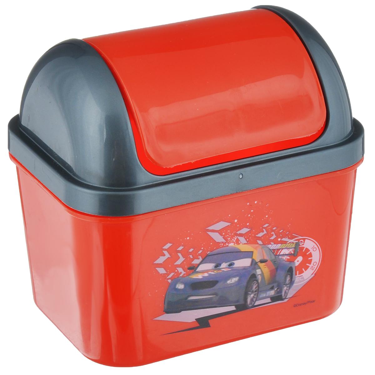 Контейнер для мусора Полимербыт Тачки, 0,5С49077Детский контейнер для мусора Полимербыт Тачки выполнен из высококачественного пластика и украшен изображением героя мультфильма. Изделие оснащено плавающей крышкой. Такой контейнер подойдет для выбрасывания небольших отходов, таких как бумага, стружка карандаша, фантики. Размер контейнера с учетом крышки: 11,5 см х 8,5 см х 11 см. Размер контейнера с без учета крышки: 11,5 см х 8,5 см х 7 см.