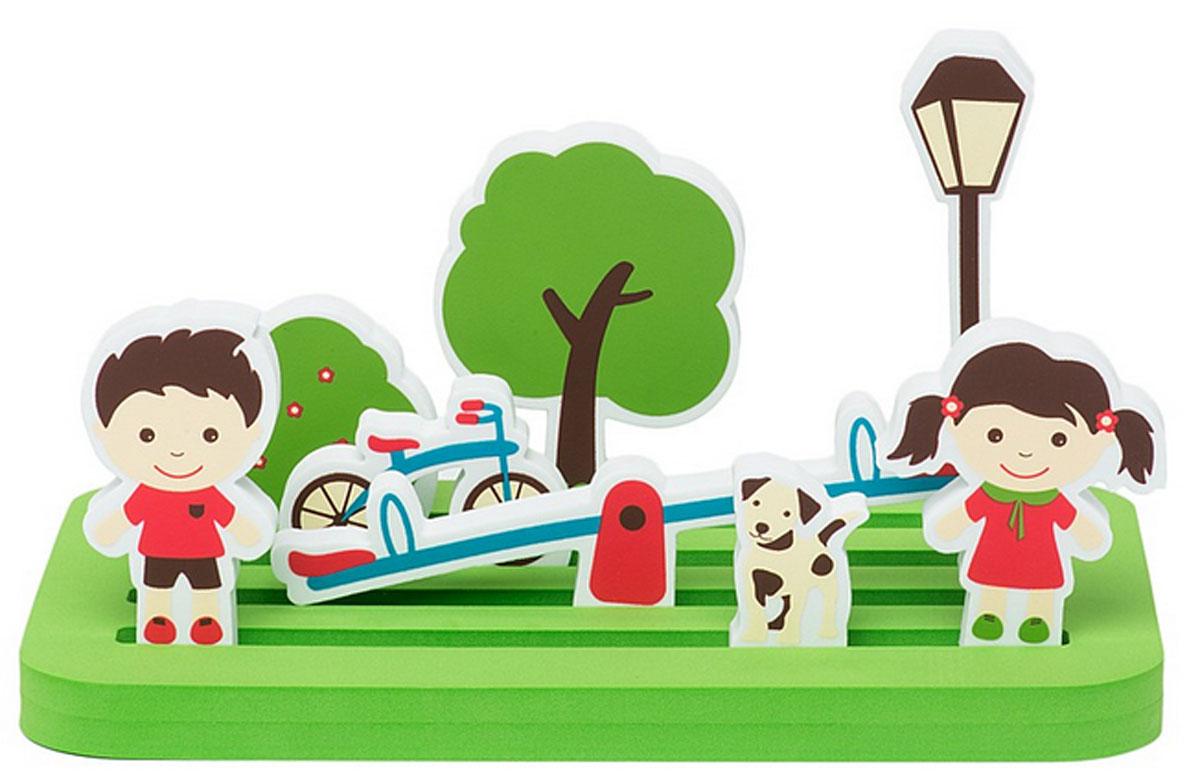 Edushape Мягкий конструктор Прогулка в парке905085С мягким конструктором Edushape Прогулка в парке, ребенок сможет придумать и создать собственную сказку. Элементы конструктора выполнены из мягкого, приятного на ощупь и абсолютно безопасного материала. Элементы набора имеют закругленные края. В комплект входят 9 предметов: платформа, качели, дерево, куст, мальчик с девочкой, собака, фонарь, велосипед. На платформе можно построить настоящий парк, в котором будут гулять мальчик, девочка и собачка. Фигурки легко вставляются в платформу. Дополнительно в набор входит 10 карточек с рисунками, которые показывают какую сценку можно разыграть. Конструктор упакован в фирменную коробку с ручкой для удобной переноски, чтобы ваш ребенок смог брать его с собой на прогулку или в гости. Данная игра развивает воображение, фантазию, социальную адаптацию, моторику рук ребенка. Порадуйте своего ребенка таким великолепным набором.