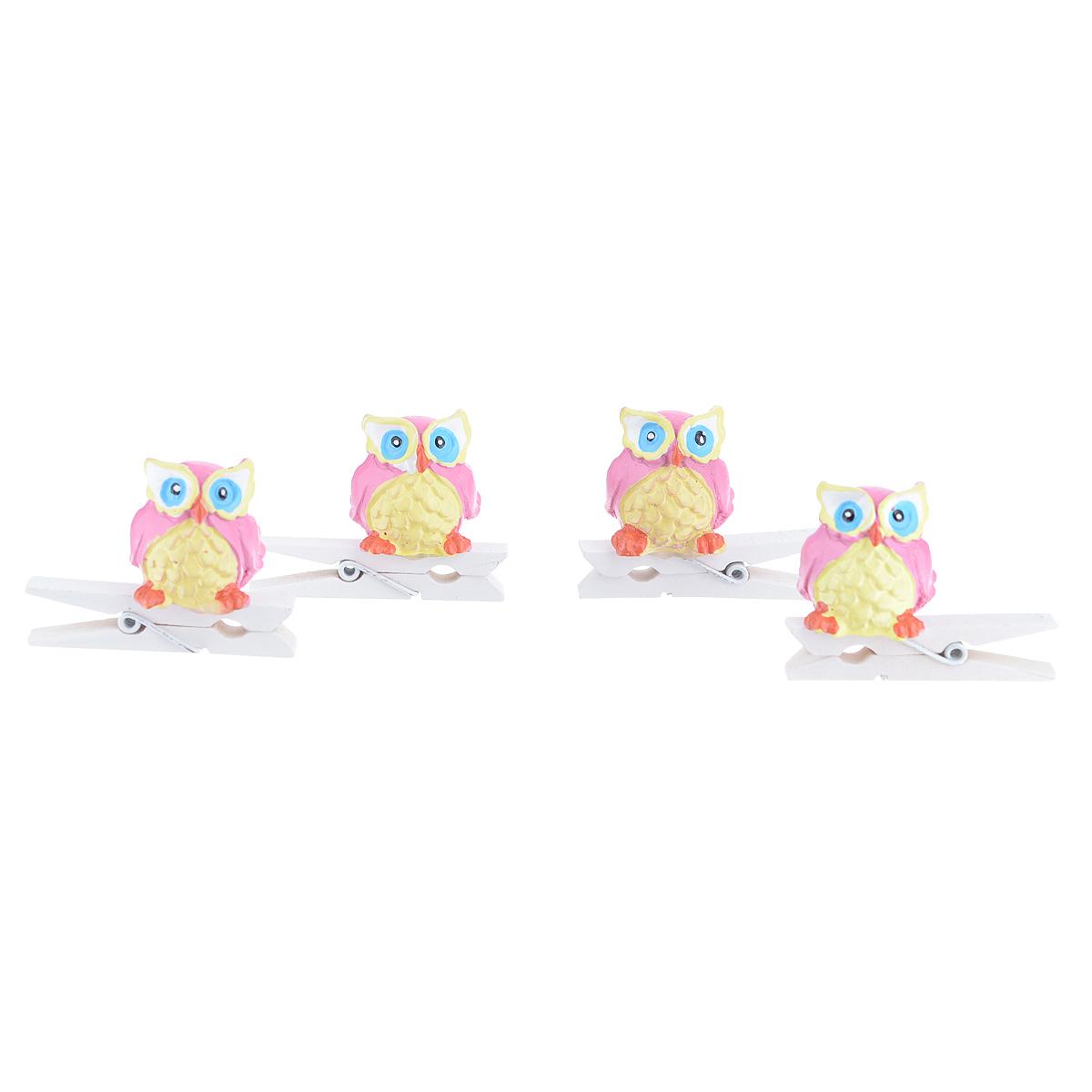 Набор декоративных прищепок Феникс-презент Совушки, 4 шт. 3943439434Набор Феникс-презент Совушки состоит из 4 декоративных прищепок, выполненных из дерева. Прищепки оформлены декоративными фигурками из полирезины в виде сов. Изделия используются для развешивания стикеров на веревке, маленьких игрушек, а оригинальность и веселые цвета прищепок будут радовать глаз и поднимут настроение. Размер прищепки: 4,5 см х 1,5 см х 3,5 см.