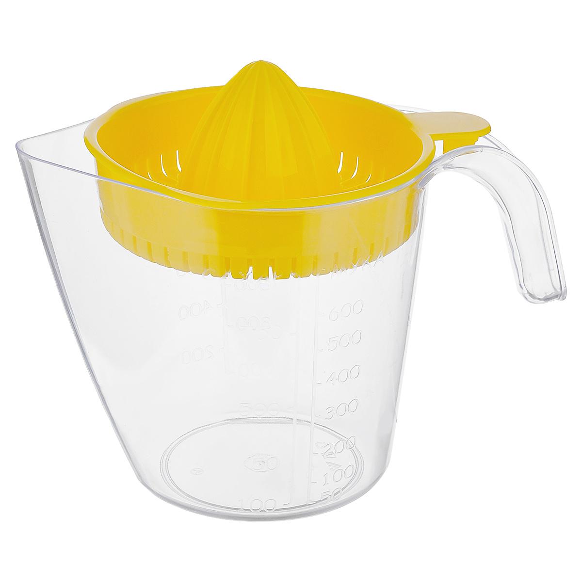 Соковыжималка для цитрусовых Альтернатива, ручная, с мерным стаканом, цвет: желтый, 1,1 лМ380Ручная соковыжималка для цитрусовых Альтернатива, изготовленная из пластика, станет полезным аксессуаром на любой кухне. Она идеально подойдет для мелких и крупных цитрусовых фруктов. Достаточно разрезать фрукты пополам, зафиксировать на держателе и покрутить. Сок выливается в мерный стакан, входящий в комплект. Простая и удобная в использовании соковыжималка Альтернатива займет достойное место среди кухонного инвентаря. Размер соковыжималки: 16 см х 13,5 см х 6 см. Объем мерного стакана: 1,1 л. Диаметр стакана по верхнему краю: 13 см. Высота стакана: 13,5 см.