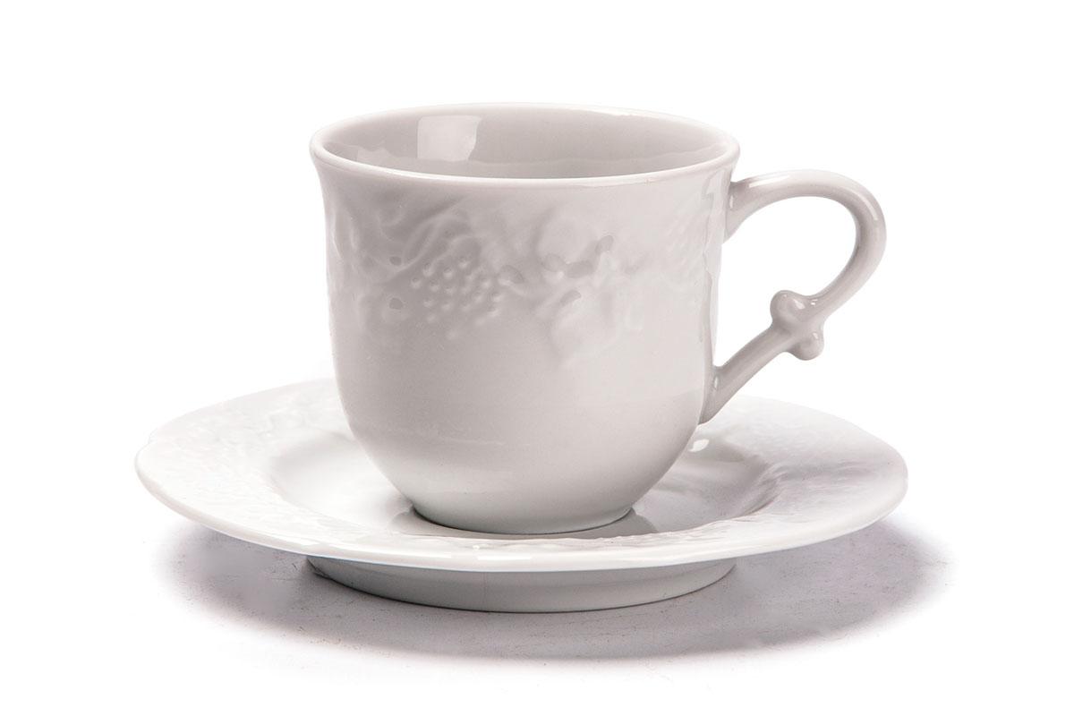 Набор чайный La Rose des Sables Vendanges, 12 предметов699506Чайный набор La Rose des Sables Vendanges состоит из 6 чашек и 6 блюдец. Посуда выполнена из высококачественного тунисского фарфора, изготовленного из уникальной белой глины. На всех изделиях La Rose des Sables можно увидеть маркировку Pate de Limoges. Это означает, что сырье для изготовления фарфора добывают во французской провинции Лимож, и качество соответствует высоким европейским стандартам. Все производство расположено в Тунисе. Особые свойства этой глины, открытые еще в 18 веке, позволяют создать удивительно тонкую, легкую и при этом прочную посуду. Благодаря двойному термическому обжигу фарфор обладает высокой ударопрочностью, стойкостью к сколам и трещинам, жаропрочностью и великолепным блеском глазури. Коллекция Vendanges - это изысканная классика, дополненная нежным рельефом в виде гроздей винограда. Эта белая фарфоровая посуда станет настоящим украшением вашего стола. Прекрасный вариант как для праздничной, так и для повседневной сервировки стола. ...