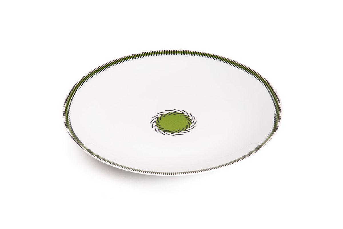 Тарелка обеденная La Rose Des Sables Monalisa, цвет: белый, зеленый, диаметр 27 см720127 0994Обеденная тарелка La Rose Des Sables Monalisa - прекрасное дополнение праздничного стола. Изделие выполнено из высококачественного фарфора и украшено изысканным орнаментом. Фарфор марки La Rose Des Sables изготавливается из уникальной белой глины, которая добывается во Франции, в знаменитой провинции Лимож. Особые свойства этой глины, открытые еще в 18 веке, позволяют создать удивительно тонкую, легкую и при этом прочную посуду. Лиможский фарфор известен по всему миру. Это символ утонченности, аристократизма и знак высокого вкуса. Продукция импортируется в европейские страны и производится под брендом La Rose des Sables, что в переводе означает Роза песков. Преимущества этого фарфора заключаются в устойчивости к сколам и трещинам, что возможно благодаря двойному термическому обжигу. Посуда имеет маркировку Pate de Limoges, подтверждающую, что сырье для ее изготовления добыто именно в провинции Лимож, а качество соответствует европейским стандартам....