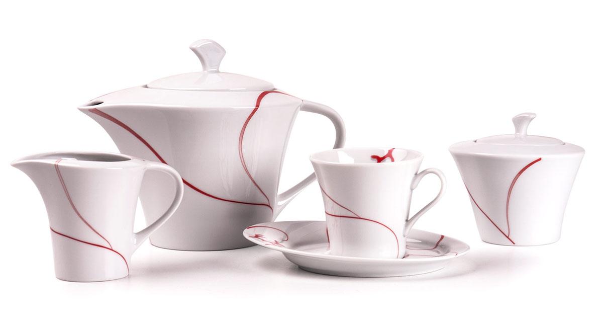 Ova 0544 чайный сервиз 15пр, цвет: белый с красным779510 0544Чайник 400 л, сахарница 250мл, молочник 200мл, чайная пара 200 мл *6 штук 210мл. Фарфор фабрики Tunisie Porcelaine, производится в Тунисе из знаменитой своим качеством и белизной глины, добываемой во французской провинции Лимож.Преимущества этого фарфора заключаются в устойчивости к сколам и трещинам, что возможно благодаря двойному термическому обжигу. Европейский дизайн, декор и формы обеспечиваются за счет тесного сотрудничества фабрики с ведущими мировыми дизайн-бюро такими как: Nelly Reynal, Yves De la Rosiere, Sarah Anderson, Heracles. Материал: фарфор: цвет: белый с красным Серия: FEUILLE