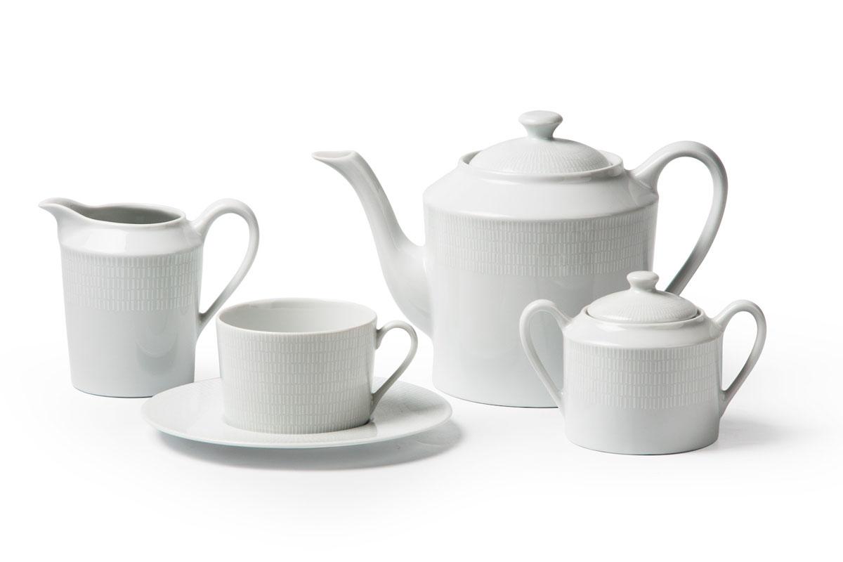 Zen Asymetrie Blanc 2161, сервиз чайный 15 предметов, цвет: белый839510 2161Чайник 1,2л, сахарница 250мл, молочник 300мл, чайная пара 220 мл *6 штук . Фарфор фабрики Tunisie Porcelaine, производится в Тунисе из знаменитой своим качеством и белизной глины, добываемой во французской провинции Лимож.Преимущества этого фарфора заключаются в устойчивости к сколам и трещинам, что возможно благодаря двойному термическому обжигу. Европейский дизайн, декор и формы обеспечиваются за счет тесного сотрудничества фабрики с ведущими мировыми дизайн-бюро такими как: Nelly Reynal, Yves De la Rosiere, Sarah Anderson, Heracles. Материал: фарфор: цвет: белый Серия: ZEN
