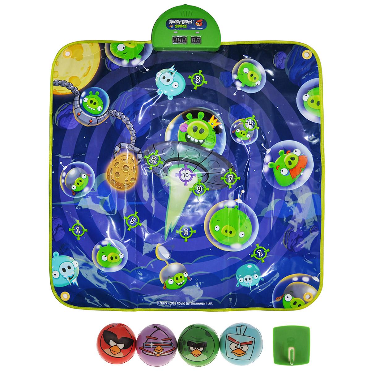 Angry Birds Музыкальный коврик-игра Дартс SpaceТ00Музыкальный коврик-игра Angry Birds Дартс Space - занимательная игра, которая не оставит равнодушным ни взрослого, ни ребенка. В комплект входят музыкальный коврик в стиле Angry Birds с мишенями и набор из 4 мячиков. Коврик можно расположить на любой ровной горизонтальной поверхности, либо повесить как настоящую мишень на стене. Для этой цели в уголках коврика предусмотрены специальные отверстия. Для того, чтобы начать играть необходимо установить кнопку переключателя в положение On и выбрать с помощью кнопки Select один из трех уровней сложности. Смотрите на цифры, загорающиеся на главной панели, и успевайте попасть мячиком по соответствующему номеру свинки. При попадании в цель вы услышите мелодии и звуки из популярной игры. Музыкальный коврик-игра развивает координацию движений, меткость и скорость реакции. Играйте и выигрывайте, устраивая соревнования с друзьями! Необходимо докупить 3 батарейки напряжением 1,5V типа АА (не входят в комплект).