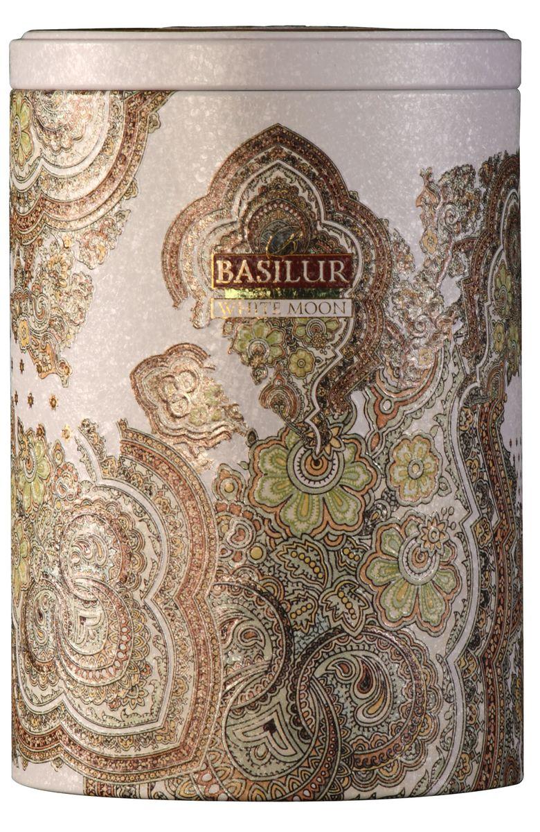 Basilur White Moon зеленый листовой чай, 100 г (жестяная банка)70224-00Зеленый китайский байховый листовой чай улун Basilur White Moon с молочным ароматом прекрасно освежит и придаст сил. Красивая упаковка с восточными узорами непременно найдет свое место на вашем столе! Этот сорт создан на основе древней китайской рецептуры чая улун. Его отличительными чертами являются шелковистая текстура чайного листа, нежный молочный вкус и аромат настоя.