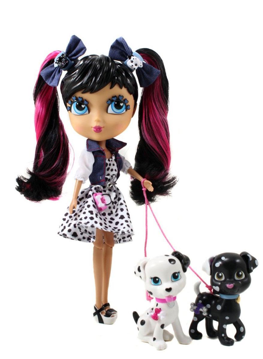 Cutie Pops Игровой набор с куклой Лондон-Париж. Делия96701Игровой набор Cutie Pops Лондон-Париж. Делия станет замечательным подарком для вашей малышки. Куколка выглядит очень стильно - у нее большие красивые глаза, и красивая прическа, которую можно менять. Одета куколка в короткое модное платье, а сверху - легкий пиджачок, прическа дополнена бантиками с украшениями в виде мордочек собачек, а на ногах - модные туфельки на платформе. В комплект с куколкой входят аксессуары для создания модных образов: четыре съемных хвостика, две пары глаз (с открытыми веками и закрытыми), а также десять украшений-кнопочек и два любимых питомца - далматинца, с которыми она обожает гулять. Все аксессуары пристегиваются с помощью кнопок, которые очень легко прикреплять и снимать. Ваша малышка с удовольствием будет играть с яркой необычной куколкой, придумывать разнообразные образы и различные истории.