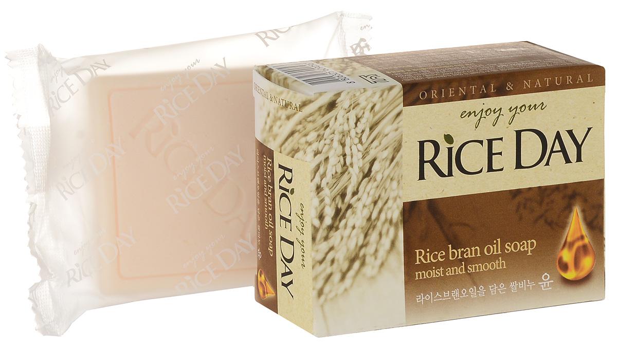 CJ Lion Riceday Мыло туалетное с экстрактом рисовых отрубей, 100 г112889В составе присутствует питательное свойство масла рисовых отрубей : благодаря высокому содержанию белков, витаминов Е и А в рисовых отрубях кожа становится увлажнённой и гладкой. Очищающие компоненты на растительной основе не разрушают защитный слой с полезной микрофлорой на коже, удаляя только избыток кожного жира и старые клетки. Экстракт рисовых отрубей оказывает успокаивающее действие на кожу, а также делает кожу мягкой и гладкой.