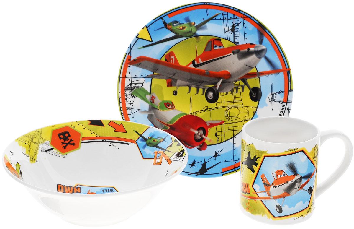 Disney Набор посуды Самолеты, 3 предметаPLS3Красочный набор посуды Самолеты, выполненный из качественной керамики, идеально подойдет для повседневного использования. В комплект входят: тарелка диаметром 19 см, салатник диаметром 18 см и кружка объемом 250 мл. Все предметы выполнены в оригинальном дизайне с изображением героев из мультфильма Planes. Набор упакован в коробку из плотного картона. Набор посуды непременно доставит массу удовольствия своему обладателю. Допустимо использование в посудомоечной машине и СВЧ. Рекомендуется для детей от 3 лет.