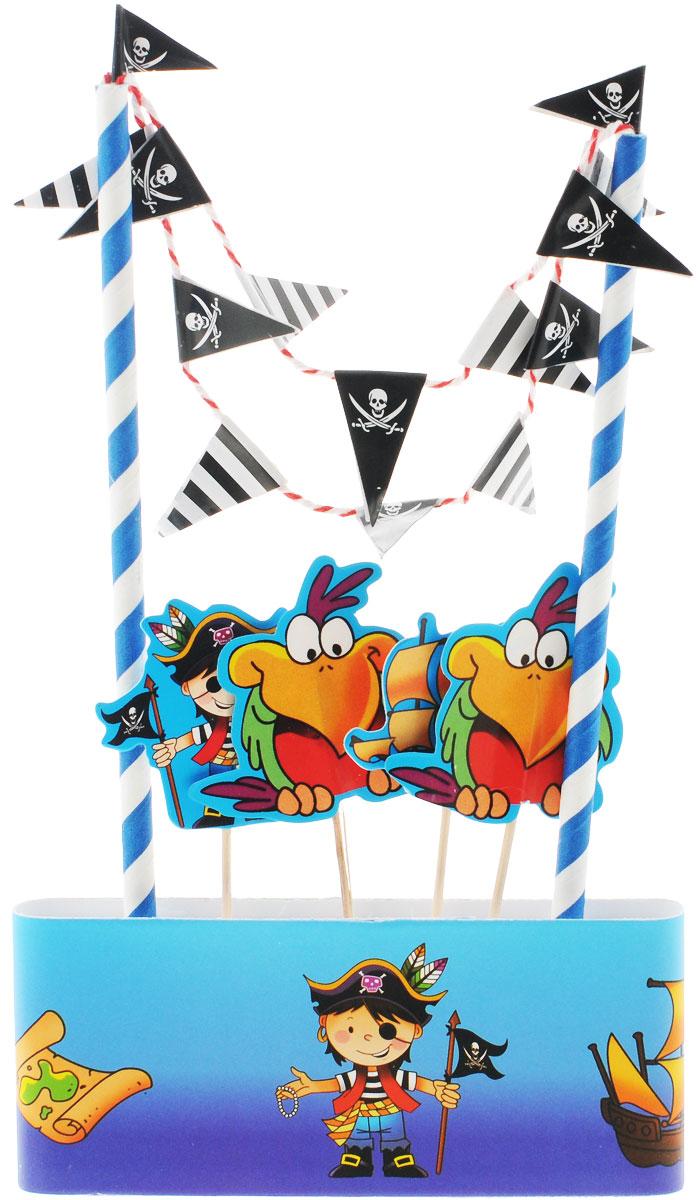 Веселая затея Декор-комплект для украшения торта Маленький пират1502-1355Так хочется, чтобы на день рождения юного пирата торт был испечен мамой или бабушкой! А украсить его быстро и эффектно поможет декор-комплект с попугаями, Веселым Роджером и Черной Жемчужиной! В комплект входит 1 метр кондитерской ленты высотой 5,5 см, которой вы можете обернуть коржи; 2 разноцветных стойки с гирляндой-флажками, которые можно установить на торт; 4 пики с пиратскими попугаями, корабликом и маленьким пиратом. Одного метра ленты хватает для тортов диаметром до 30 см. Декор-комплект сделает любой торт праздничным без применения дополнительных сладких украшений, а значит, абсолютно полезным и безопасным для малышей и ваших гостей!