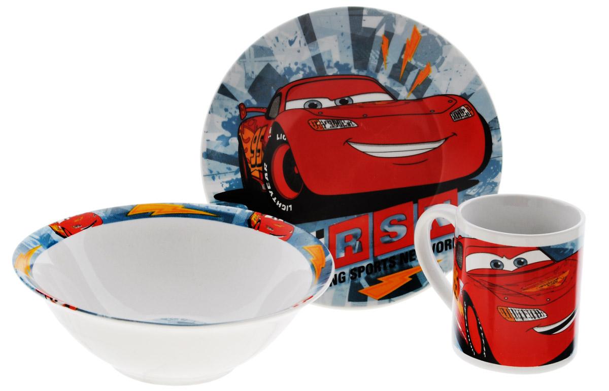 Disney Набор посуды Cars, 3 предмета70465Красочный набор посуды Cars, выполненный из качественной керамики, идеально подойдет для повседневного использования. В комплект входят: тарелка диаметром 19 см, салатник диаметром 17,5 см и кружка объемом 210 мл. Все предметы выполнены в оригинальном дизайне с изображением героев из мультфильма Cars. Набор упакован в коробку из плотного картона. Набор посуды непременно доставит массу удовольствия своему обладателю. Допустимо использование в посудомоечной машине и СВЧ. Рекомендуется для детей от 3 лет.
