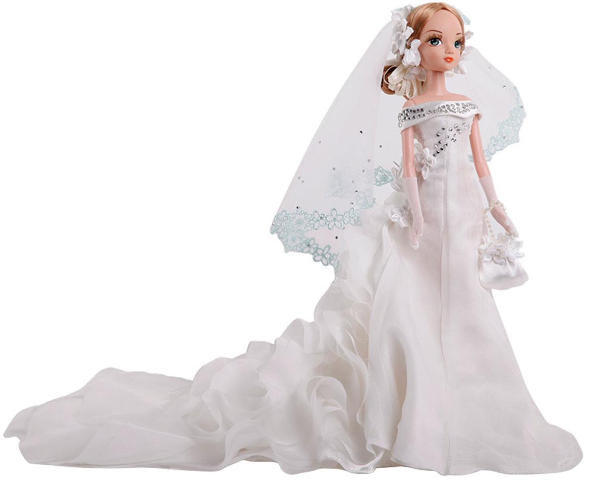 Sonya Rose Кукла Gold Collection Крылья любвиR9051-1NВеликолепная кукла Gulliver Sonya Rose: Крылья любви одета в шикарное свадебное платье с длинным шлейфом, декорированное стразами. Ее светлые волосы убраны в чудесную прическу, украшенную цветами. Законченность свадебному наряду придает пышная фата, длинные перчатки и сумочка. Золотая коллекция - шикарные, красивые, утонченные куклы в вечерних нарядах. Все они будто собрались на сказочный бал. Все в них прекрасно: чудесные прически, вечерний макияж и длинные трогательные ресницы. Это куклы, которых хочется коллекционировать. Куклы этой серии объединены не только дорогой золотой коробкой, но и трогательной сказочной историей о счастливой любви.