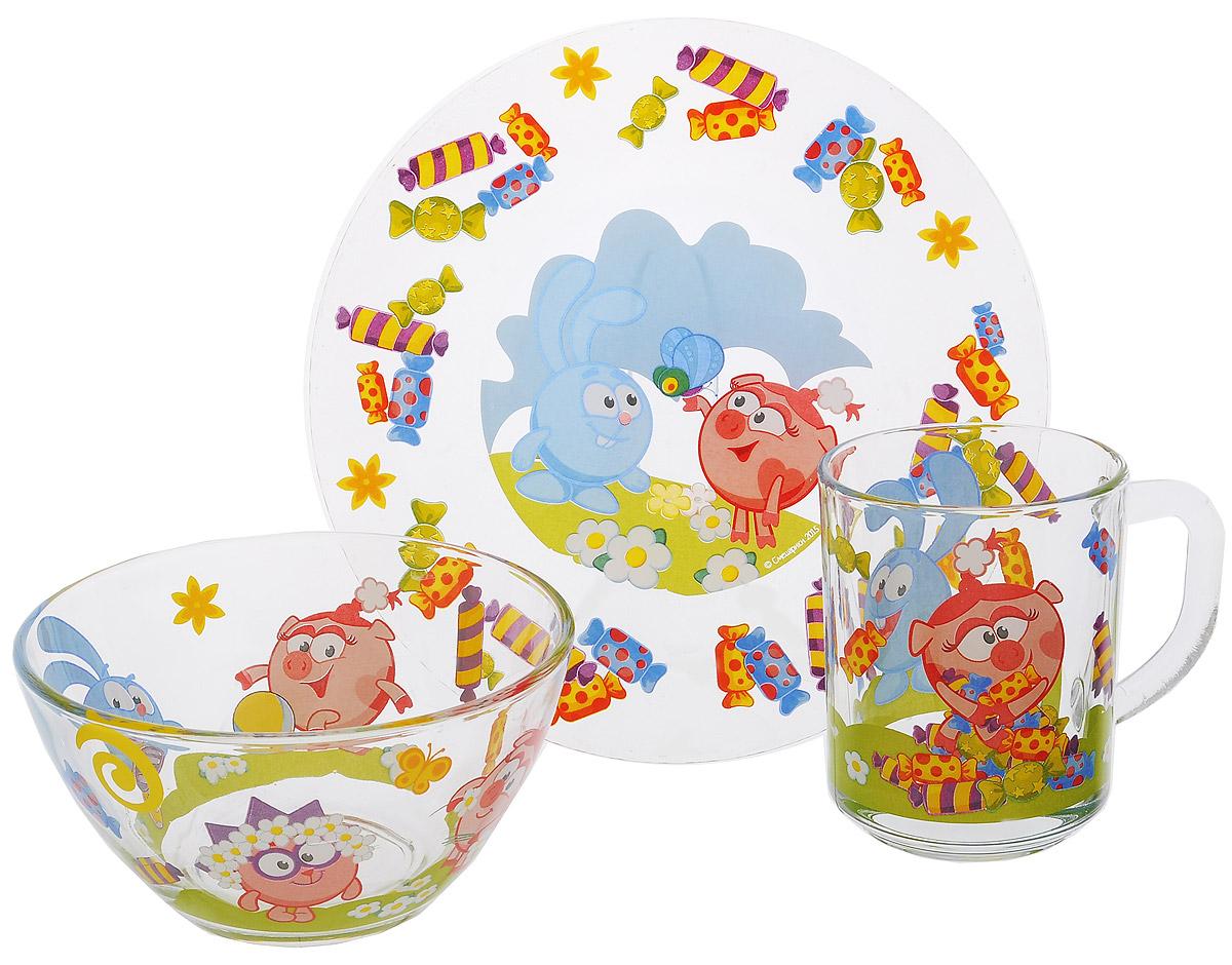 Смешарики Набор посуды Конфеты, 3 предметаСШН3-1Красочный набор посуды Смешарики выполненный из качественного стекла, идеально подойдет для повседневного использования. В комплект входят: тарелка диаметром 19,5 см, салатник диаметром 13 см и кружка объемом 250 мл. Все предметы выполнены в оригинальном дизайне с изображением героев из мультфильма Смешарики. Набор упакован в коробку из плотного картона. Набор посуды непременно доставит массу удовольствия своему обладателю.