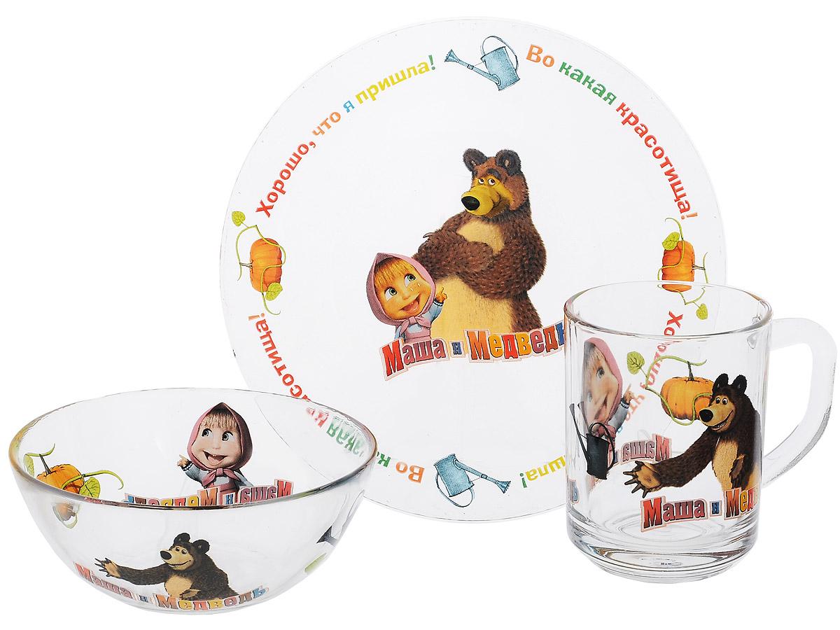 Маша и Медведь Набор посуды Огород, 3 предмета95591Красочный набор посуды Маша и Медведь. Огород, выполненный из качественного стекла, идеально подойдет для повседневного использования. В комплект входят: тарелка с диаметром 19 см, пиала объемом 500 мл и кружка объемом 250 мл. Все предметы выполнены в оригинальном дизайне с изображением забавных героев из мультфильма Маша и Медведь. Набор упакован в коробку из плотного картона. Набор посуды непременно доставит массу удовольствия своему обладателю. Допустимо использование в посудомоечной машине и СВЧ. Рекомендуется для детей от: 3 лет.