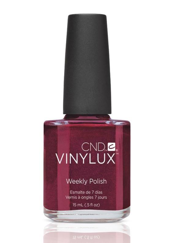 CND Винилюкс Профессиональный недельный лак VINYLUX, #174 Crimson Sash, 15 мл90611Лак VINYLUX™ – это, в первую очередь, лак, отвечающий современным требованиям. Он маркирован значком 3Free, который говорит об отсутствии в его составе таких вредных компонентов, как дибутилфталат, толуол, формальдегид и его смол. Vinylux (винилюкс) - это двухступенчатая система нанесения лака, состоящая из цветного покрытия и закрепителя. Благодаря инновационной технологии ваш маникюр станет более совершенным, а процесс еего выполнения еще более быстрым. Больше не нужно использовать базу, самоклеющийся состав цветного покрытия не содержит вредных веществ и одновременно обеспечивает защиту вашим ногтям. Закрепитель позволяет лаку держаться на ногтях неделю без сколов и царапин. Vinylux высыхает за восемь с половиной минут и не требует использования UV-лампы. Сейчас насчитывается 62 модных цвета покрытия, включая более 30 цветов, которые совпадают с популярными оттенками CND Shellac. Новинка от CND Vinylux - это более стойкое, блестящее покрытие, которое держится неделю. Расход...