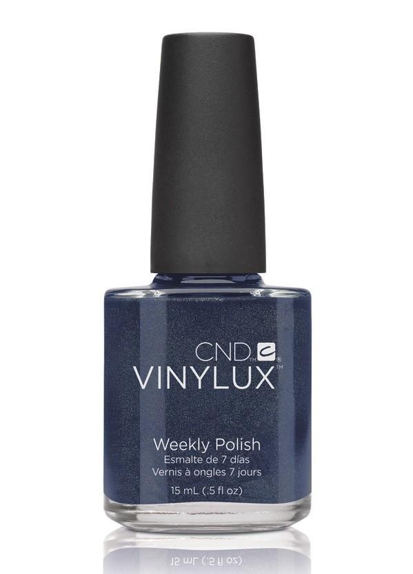 CND Винилюкс Профессиональный недельный лак VINYLUX, #131 Midnight Swim, 15 мл9894Лак VINYLUX™ – это, в первую очередь, лак, отвечающий современным требованиям. Он маркирован значком 3Free, который говорит об отсутствии в его составе таких вредных компонентов, как дибутилфталат, толуол, формальдегид и его смол. Vinylux (винилюкс) - это двухступенчатая система нанесения лака, состоящая из цветного покрытия и закрепителя. Благодаря инновационной технологии ваш маникюр станет более совершенным, а процесс еего выполнения еще более быстрым. Больше не нужно использовать базу, самоклеющийся состав цветного покрытия не содержит вредных веществ и одновременно обеспечивает защиту вашим ногтям. Закрепитель позволяет лаку держаться на ногтях неделю без сколов и царапин. Vinylux высыхает за восемь с половиной минут и не требует использования UV-лампы. Сейчас насчитывается 62 модных цвета покрытия, включая более 30 цветов, которые совпадают с популярными оттенками CND Shellac. Новинка от CND Vinylux - это более стойкое, блестящее покрытие, которое держится неделю. Расход...