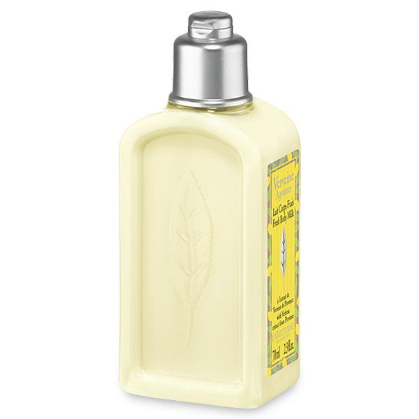 LOccitane Освежающее молочко для тела Вербена-Цитрус 250 мл348185Освежающее молочко для тела дарит приятное ощущение комфорта и заряжает энергией, все оттенки свежести присутствуют в этом коктейле из цитрусовых фруктов и толченых листьев лимона. Бодрящая пикантная композиция, в состав которой входит органическая вербена из Прованса, а также грейпфрут и лимон из Средиземноморья, способна наполнить день яркими красками.