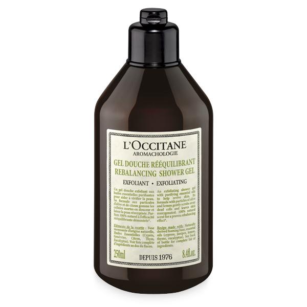 LOccitane Отшелушивающий гель для душа Аромакология 250 мл358788Откройте для себя восстанавливающий ритуал по уходу за телом, который не только потрясающий расслабляющий эффект, но и поможет снять стресс и мышечное напряжение. Отшелушивающий гель для душа с пятью очищающими эфирными маслами заряжает энергией и восстанавливает баланс кожи. Формула с частичками лимонной цедры и оливок бережно удаляет загрязнения, смягчает кожу и насыщает ее кислородом