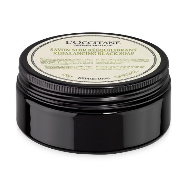 LOccitane Очищающее черное мыло для тела Аромакология 170 г358795Откройте для себя восстанавливающий ритуал по уходу за телом, который не только подарит потрясающий расслабляющий эффект, но и поможет снять стресс и мышечное напряжение. Черное пастообразное мыло очищает кожу, удаляя загрязнения. Выравнивает текстуру, питает кожу, делает ее мягкой и шелковистой.