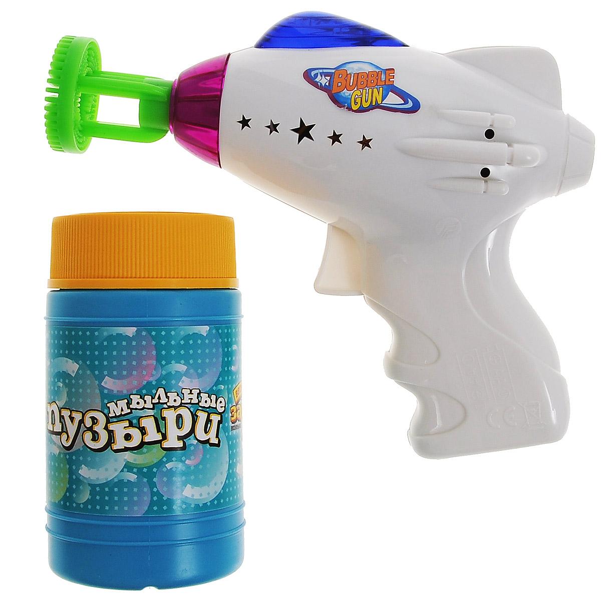 Веселая затея Игрушка с мыльными пузырями Космос, со световыми и звуковыми эффектами, 140 мл1504-0193Выдувание мыльных пузырей - это веселое развлечение для детей и взрослых. А с игрушкой Веселая затея Космос вас ждет просто гигантская очередь мыльных пузырей! Для этого налейте мыльный раствор в крышку от флакончика, опустите в нее носик игрушки, поднимите в воздух и нажмите на курок. Вы увидите невероятное количество пузырей. Сопровождаться это будет световыми и звуковыми эффектами. Устройте малышу настоящее мыльное шоу! В комплекте для выдувания мыльных пузырей: пластиковый пистолет, пузырек с мыльной жидкостью. Для работы игрушки необходимы 2 батарейки типа АА (не входят в комплект).