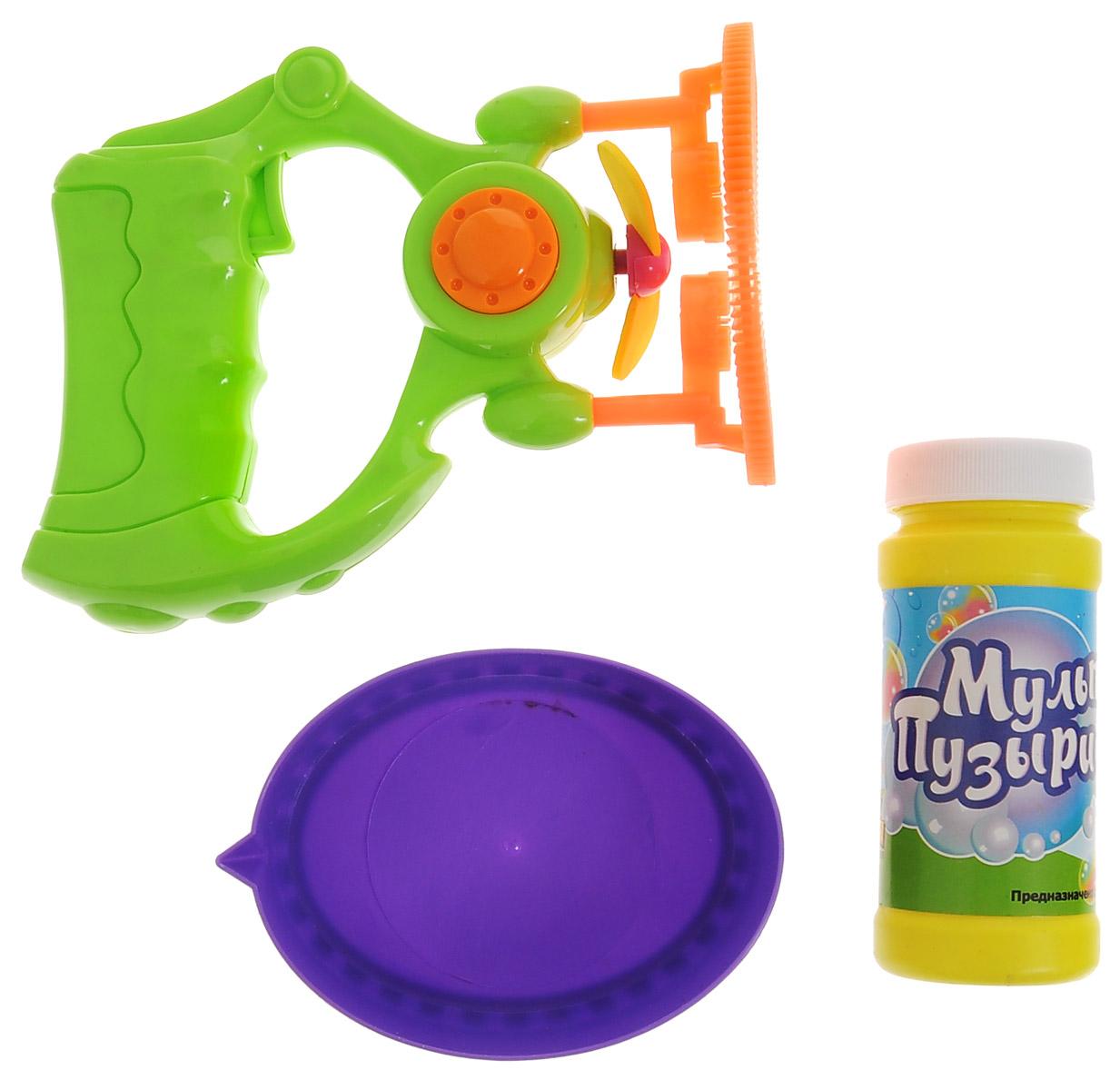 Веселая затея Игрушка с мыльными пузырями Мульти Пузыри1504-0400Выдувание мыльных пузырей - это веселое развлечение для детей и взрослых. А с игрушкой Веселая затея Мульти Пузыри вас ждет просто гигантская очередь мыльных пузырей! Для этого налейте мыльный раствор в емкость, опустите в нее носик игрушки, поднимите в воздух и нажмите на курок. Вы увидите невероятное количество пузырей. А самое главное - это пузыри внутри пузырей! Устройте малышу настоящее мыльное шоу! В комплекте для выдувания мыльных пузырей: пластиковый пистолет, пузырек с мыльной жидкостью, емкость для макания. Для работы игрушки необходимы 2 батарейки типа АА (не входят в комплект).