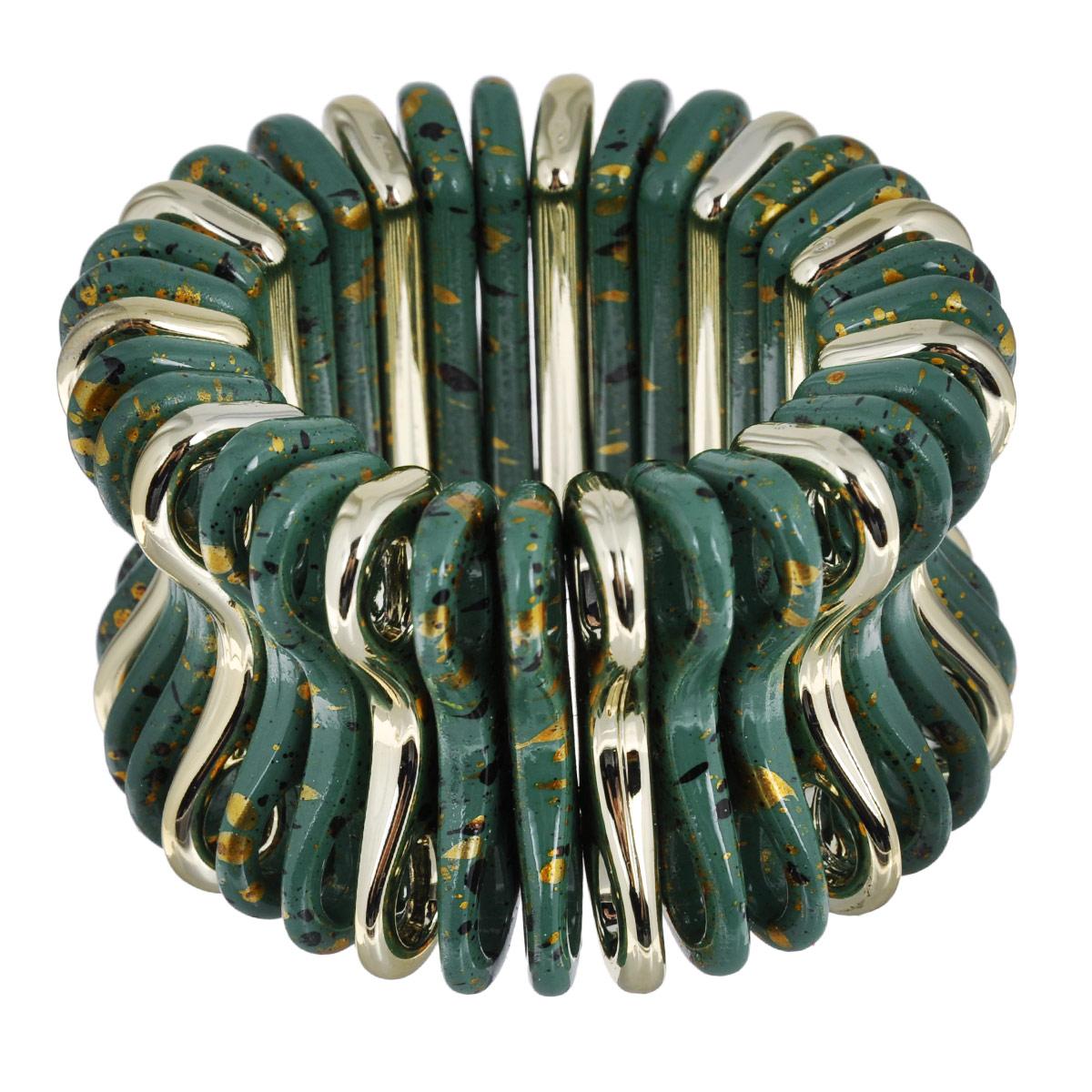 Браслет Avgad, цвет: золотистый, темно-бирюзовый. BR77KL68BR77KL68Стильный браслет Avgad выполнен в виде нанизанных на резинку элементов оригинальной вогнутой формы из ювелирного акрила. За счет основы-резинки все элементы подвижны, благодаря чему изделие идеально разместиться на запястье. Такой браслет позволит вам с легкостью воплотить самую смелую фантазию и создать собственный, неповторимый образ.