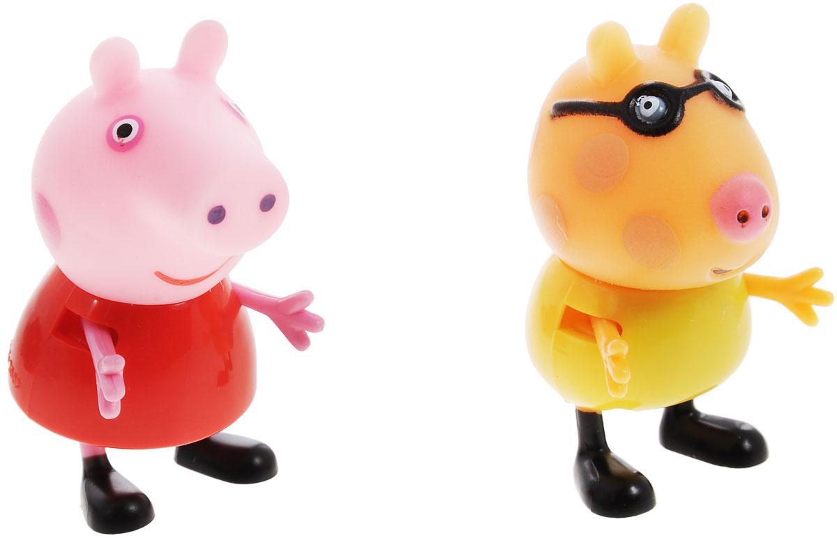 Peppa Pig Игровой набор Пеппа и Педро28817Игровой набор Peppa Pig Пеппа и Педро непременно понравится вашему ребенку и займет его внимание надолго. Набор включает две фигурки: свинку Пеппу и пони Педро. Ручки и ножки фигурок двигаются. Ваш ребенок будет с удовольствием играть с этим набором, придумывая различные истории и составляя собственные сюжеты. Пеппа - симпатичная маленькая свинка, которая живет вместе со своими Мамой Свинкой, Папой Свином и маленьким братиком Джорджем. Пеппа обожает играть, наряжаться, бывать в новых местах и заводить новые знакомства, но самое любимое занятие Пеппы - прыгать в грязных лужах. Герои мультфильма наделены частично качествами людей, частично качествами животных. Они ходят в одежде, живут в домах, ездят на машинах, ходят на работу и в театр. Дети отмечают дни рождения, играют в парках, катаются на катках и занимаются всем, что присуще людям. В то же время свинки постоянно хрюкают, овечки блеют, а кошки мяукают. Игровой набор Peppa Pig Пеппа и Педро станет отличным подарком...