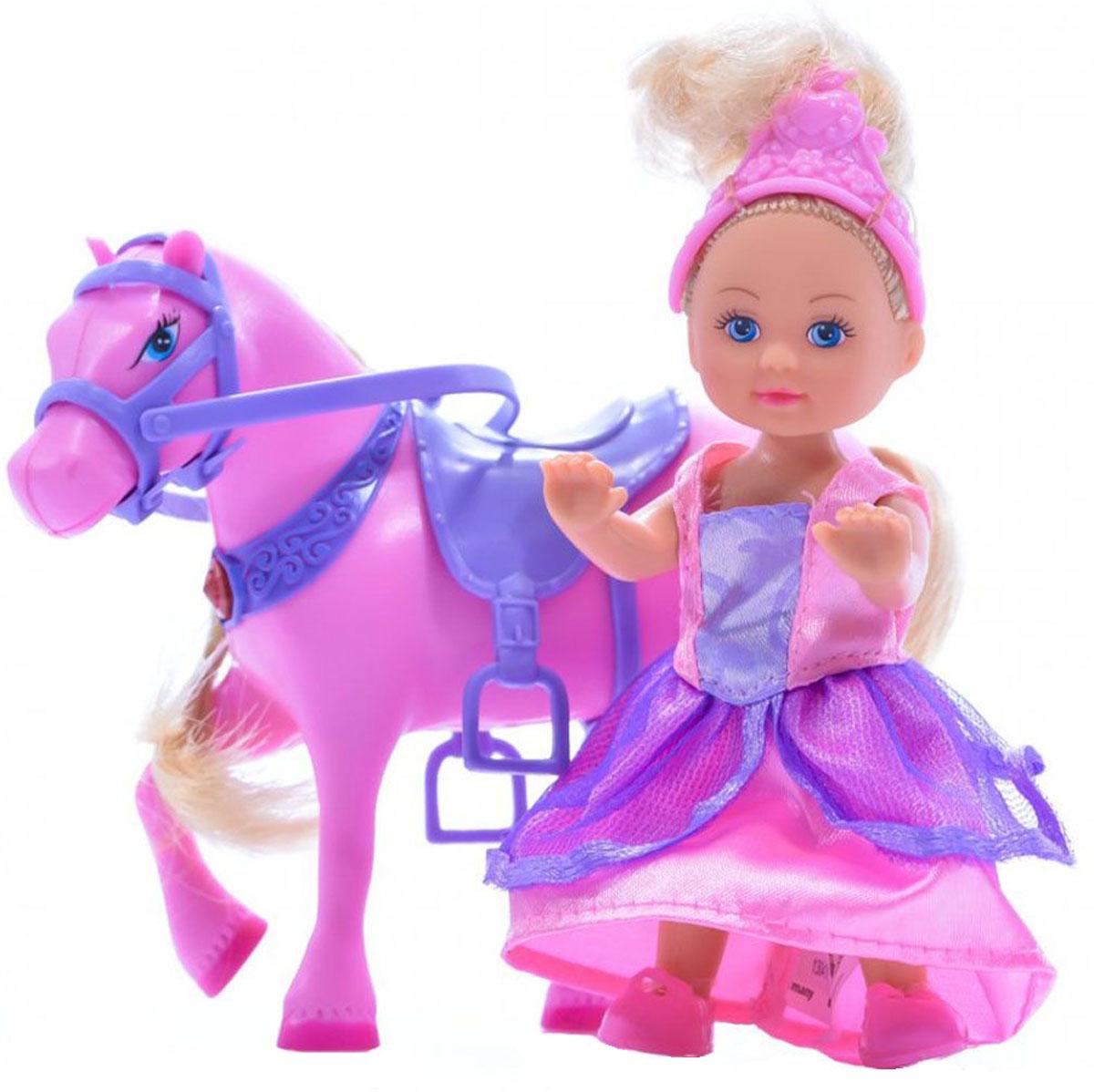 Simba Игровой набор с мини-куклой Evi Love Magic Horse5731159Игровой набор Еви с магической лошадкой не оставит равнодушной ни одну девочку. Крошка Еви гуляет со своей любимицей - магической розовой лошадкой. Если нажать на седло лошадки, вы услышите цокот копыт и мерцание в сбруе лошадки. Куколка с длинными светлыми волосами одета в длинное платье принцессы и диадему. На ножках - розовые туфельки. Одежда и обувь у куколки снимаются, ручки, ножки и голова подвижны. Набор включает куклу и лошадку с седлом и сбруей. Благодаря маленьким размерам элементов набора ваша малышка сможет брать его с собой на прогулку или в гости. Порадуйте ее таким замечательным подарком! Для работы требуются 2 батарейки R44 (входят в комплект).