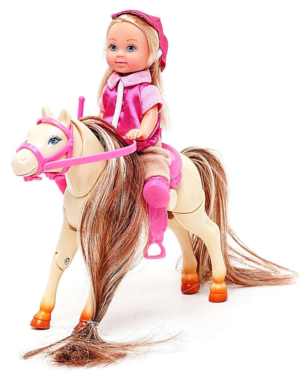 Simba Игровой набор с мини-куклой Evi Love Jumping Horse5730945Игровой набор Еви на прыгающей лошади не оставит равнодушной ни одну девочку. Крошка Еви гуляет со своей любимицей - скаковой лошадкой. Если нажать на кнопку около седла, лошадка нагнет голову и вытянет ноги - приготовится к прыжку через препятствие. Куколка с длинными светлыми волосами одета в розовую кофточку и бежевые штанишки, кепка в тон кофточке. На ножках - розовые ботиночки. Одежда и обувь у куколки снимаются, ручки, ножки и голова подвижны. Набор включает куклу с хлыстиком и лошадку с седлом и сбруей. Благодаря маленьким размерам элементов набора ваша малышка сможет брать его с собой на прогулку или в гости. Порадуйте ее таким замечательным подарком!