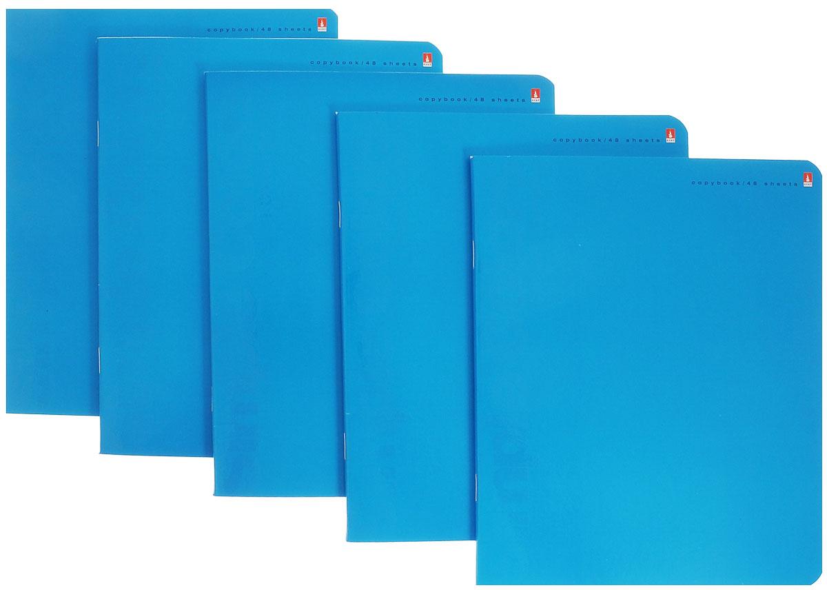 Альт Набор тетрадей Simple Colors, цвет: голубой, 48 листов, формат А5+, 5 шт7-48-774/2_ голубойНабор тетрадей Simple Colors прекрасно подойдет для учащихся младших классов и средней школы. Внутренний блок каждой тетради состоит из 48 листов белой бумаги. Страницы размечены стандартной линовкой в голубую линейку и дополнены полями, совпадающими с лицевой и оборотной стороны листа. Края тетрадей закруглены. Набор состоит из пяти тетрадей в обложке из картона высокой плотности.