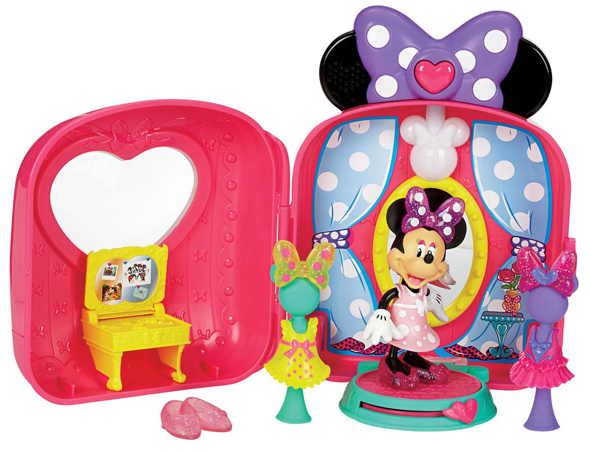 Minnie Mouse Игровой набор с мини-фигуркой Модный бутик МинниY5145Портативный музыкальный игровой набор Minnie Mouse Модный бутик Минни привлечет внимание вашей малышки и не позволит ей скучать. Набор включает: бутик с большим зеркалом, поворачивающейся платформой и манекенами, фигурку Минни, 2 сменных наряда, два дополнительных бантика, дополнительную пару туфелек, раскрывающийся туалетный столик для макияжа. Поставьте Минни на площадку для примерки нарядов, и она сможет покрутиться перед зеркалом! Нажмите кнопку в виде сердца, чтобы услышать музыку или звуковые эффекты. Эта кнопка также активизирует диско-шар, что превращает бутик в настоящую танцплощадку! Бутик имеет удобную ручку и колесики, что превращает его в маленький чемоданчик для путешествий. Порадуйте своего ребенка таким замечательным подарком! Необходимо докупить 2 батареи напряжением 1,5V типа АА (не входят в комплект).