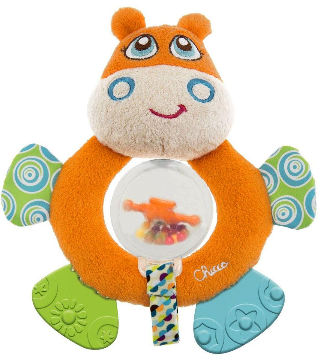 Chicco Игрушка-погремушка Бегемот00007200000000Мягкая игрушка-погремушка Бегемот привлечет внимание вашего малыша и не позволит ему скучать! Игрушка выполнена из мягкого текстильного материала в виде симпатичного бегемотика. Его глазки, носик и щечки вышиты нитками, а если нажать на голову, то послышится звук пищалки. На его животике имеется отверстие, к которому пришита лента с прозрачной сферой, внутри которой находятся маленькие разноцветные шарики. Если игрушку потрясти, шарики будут весело перекатываться и греметь. Ножки бегемотика из безопасного пластика с разными рисунками, их можно использовать как прорезыватели для маленьких зубиков. Если потрогать ручки игрушки, то услышите шуршащий звук. Форма погремушки удобна для маленьких ручек ребенка. Он сможет ее держать, трясти и перекладывать из одной ручки в другую. Яркая игрушка-погремушка поможет малышу в развитии цветового и звукового восприятия, концентрации внимания, мелкой моторики рук, координации движений и тактильных ощущений.