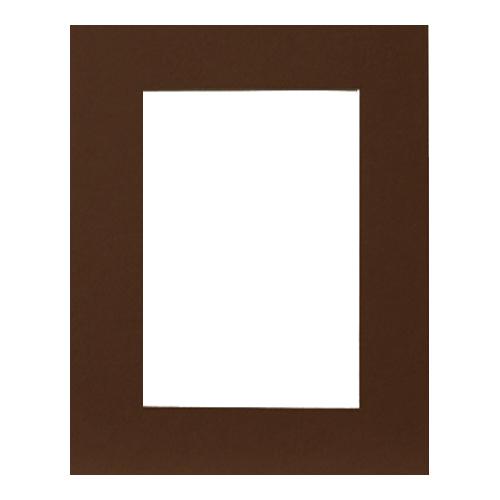 Паспарту Василиса, цвет: темно-коричневый, 21,5 х 15,7 см580567Паспарту Василиса, изготовленное из плотного картона, предназначено для оформления художественных работ и фотографий. Оно располагается между багетной рамой и изображением, делая акцент на фотографии, усиливая ее визуальное восприятие. Кроме того, на паспарту часто располагают поясняющие подписи, автограф изображенного. Внешний размер: 30 см х 24 см. Внутренний размер: 21,5 см х 15,7 см.