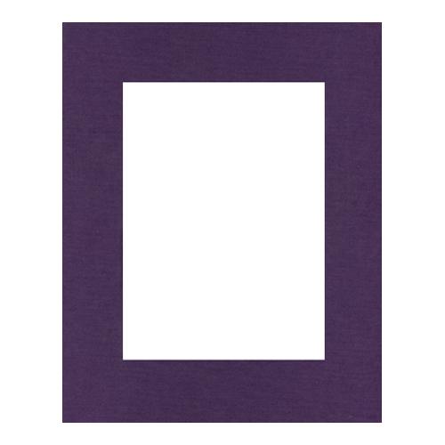 Паспарту Василиса, цвет: фиолетовый, 24 х 30 см580569Паспарту Василиса, изготовленное из плотного картона, предназначено для оформления художественных работ и фотографий. Оно располагается между багетной рамой и изображением, делая акцент на фотографии, усиливая ее визуальное восприятие. Кроме того, на паспарту часто располагают поясняющие подписи, автограф изображенного. Внешний размер: 24 см х 30 см. Внутренний размер: 15,7 см х 21,5 см.