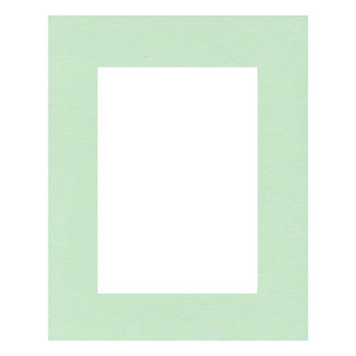 Паспарту Василиса, цвет: мятный, 24 см х 30 см580642Паспарту Василиса, изготовленное из плотного картона, предназначено для оформления художественных работ и фотографий. Оно располагается между багетной рамой и изображением, делая акцент на фотографии, усиливая ее визуальное восприятие. Кроме того, на паспарту часто располагают поясняющие подписи, автограф изображенного. Внешний размер: 24 см х 30 см. Внутренний размер: 15,7 см х 21,5 см.