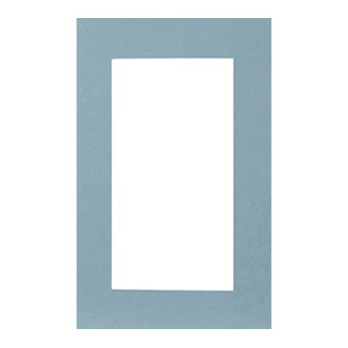 Паспарту Василиса, цвет: голубой, 26 см х 38 см580681Паспарту Василиса, изготовленное из плотного картона, предназначено для оформления художественных работ и фотографий. Оно располагается между багетной рамой и изображением, делая акцент на фотографии, усиливая ее визуальное восприятие. Кроме того, на паспарту часто располагают поясняющие подписи, автограф изображенного. Внешний размер: 26 см х 38 см. Внутренний размер: 18 см х 30 см.