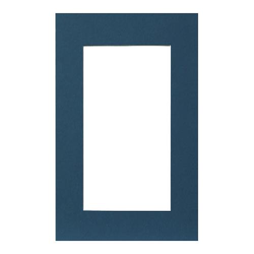 Паспарту Василиса, цвет: синий, 26 см х 38 см580685Паспарту Василиса, изготовленное из плотного картона, предназначено для оформления художественных работ и фотографий. Оно располагается между багетной рамой и изображением, делая акцент на фотографии, усиливая ее визуальное восприятие. Кроме того, на паспарту часто располагают поясняющие подписи, автограф изображенного. Внешний размер: 26 см х 38 см. Внутренний размер: 18 см х 30 см.