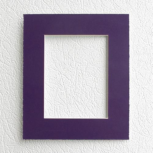 Паспарту Василиса, цвет: фиолетовый, 20 х 24 см580860Паспарту Василиса, изготовленное из плотного картона, предназначено для оформления художественных работ и фотографий. Оно располагается между багетной рамой и изображением, делая акцент на фотографии, усиливая ее визуальное восприятие. Кроме того, на паспарту часто располагают поясняющие подписи, автограф изображенного. Внешний размер: 20 см х 24 см. Внутренний размер: 12 см х 16 см.